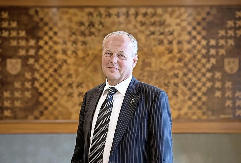 Burgemeester van Leiden is tegen de avondklok maar heeft begrip voor het kabinetsvoorstel