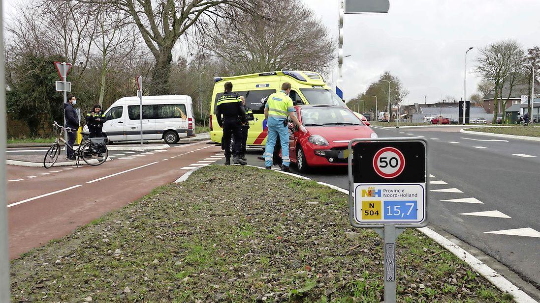 Wielrenner met spoed naar ziekenhuis na ongeluk in Noord-Scharwoude