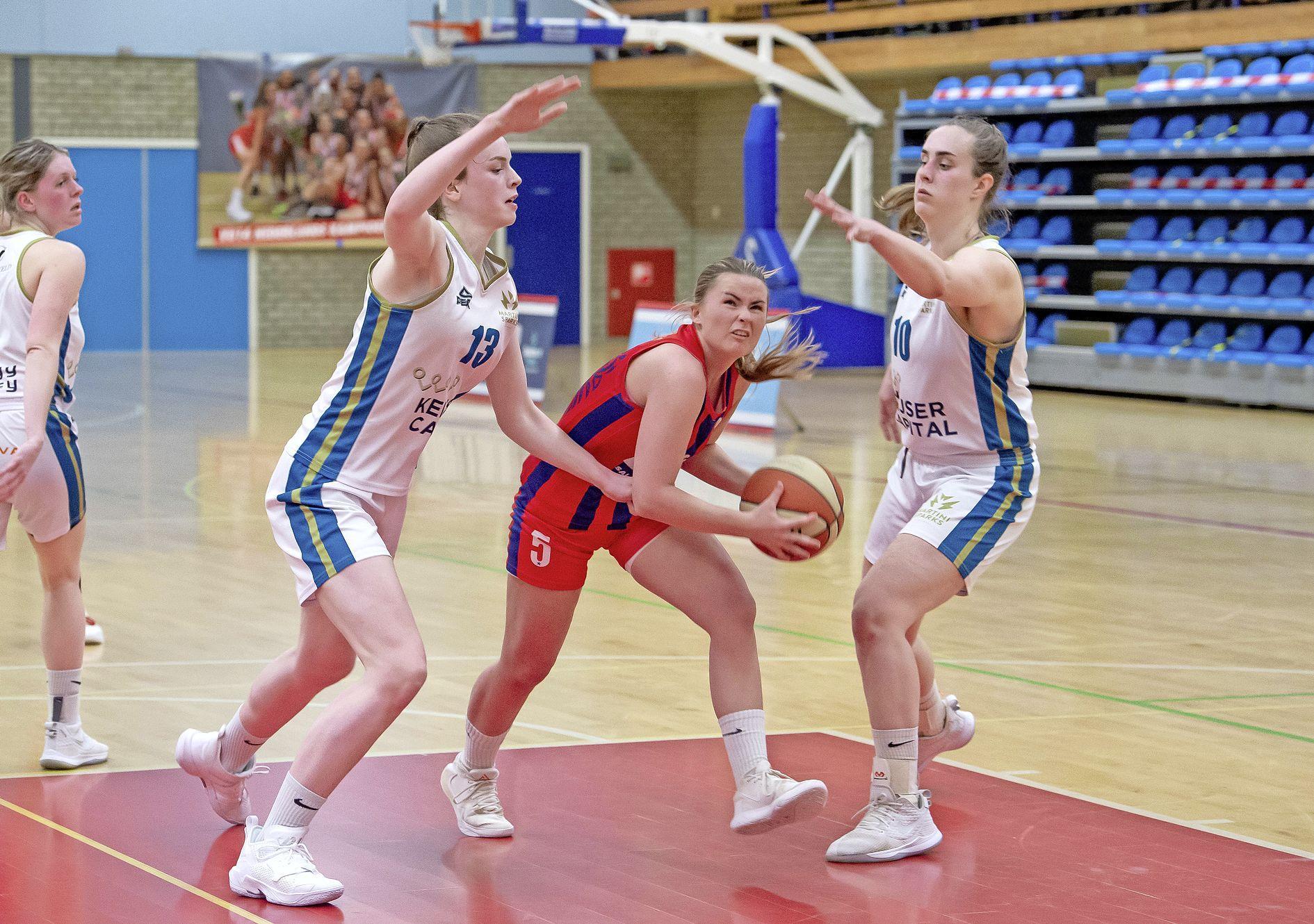Ziekenboeg bij basketbalsters Lions raakt kort voor begin play-offs nog voller, maar coach Marlous Nieuwveen blijft positief: 'Wij kunnen van alle ploegen winnen'
