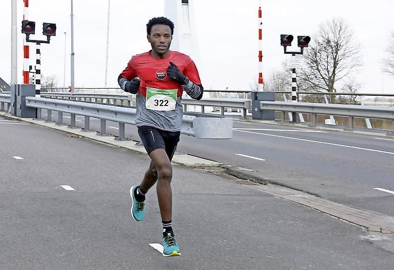Geen maat op atleet Tesfu die zichzelf blijft verbazen en verbeteren