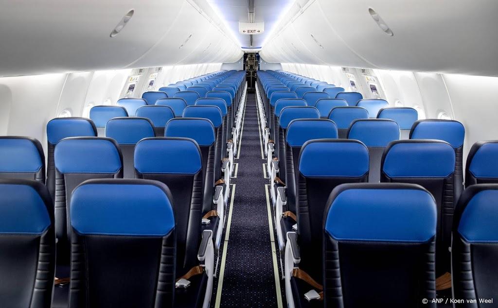 Corona kan drie rijen ver komen in vliegtuig