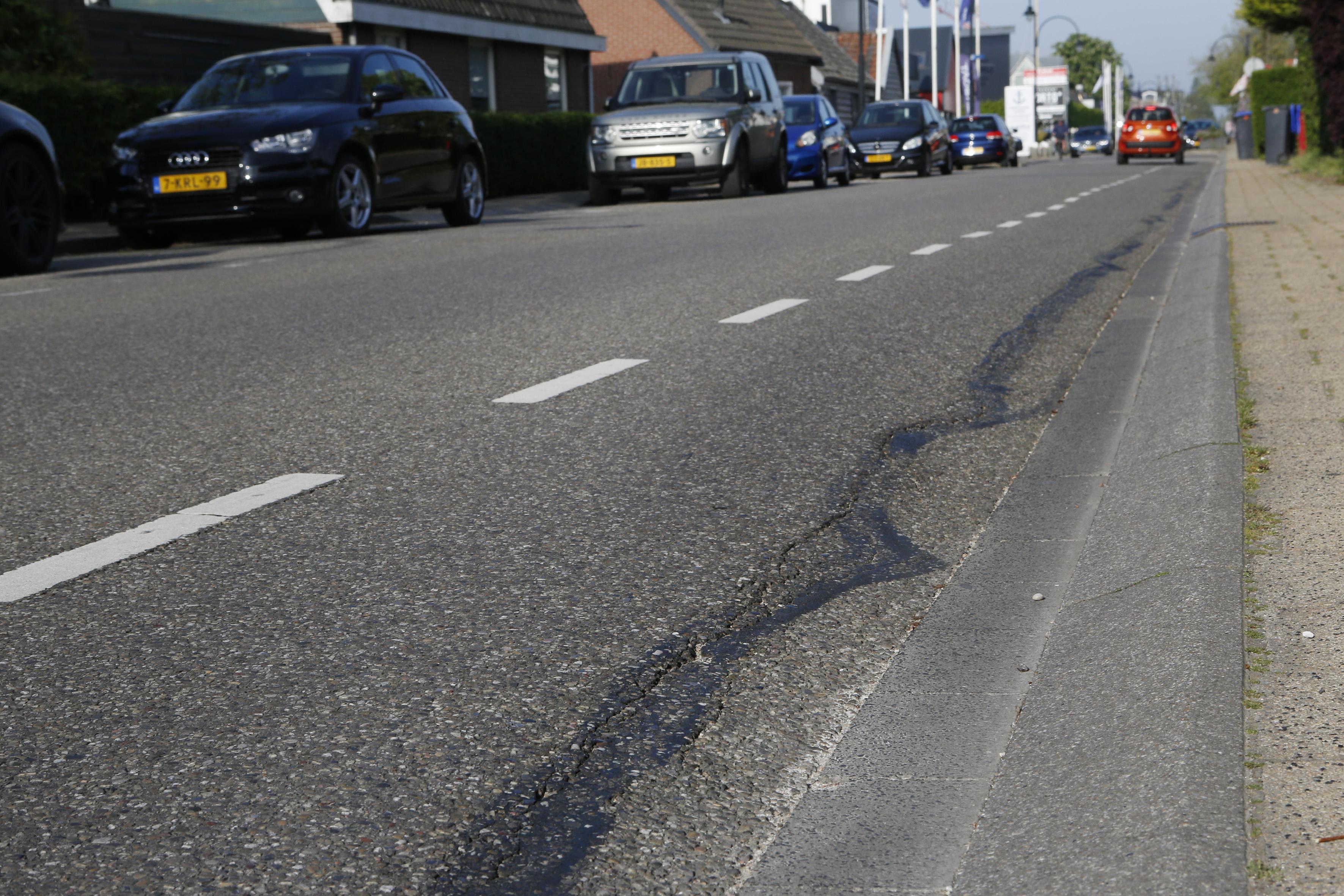 Deel van Oud-Loosdrechtsewijk in Wijdemeren krijgt onorthodox snel nieuw asfalt