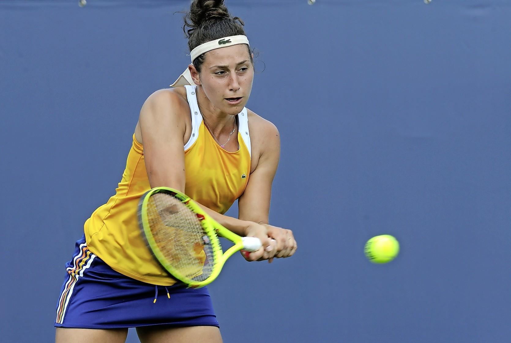 Leidse tennisster Rosalie van der Hoek (26) vliegt donderdag naar Melbourne om te debuteren op grandslamtoernooi