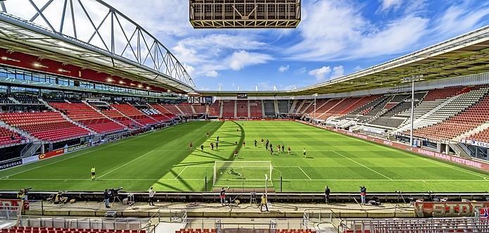 AZ-Fortuna verplaatst, eerste competitiewedstrijd onder het nieuwe stadiondak is nu tegen PSV