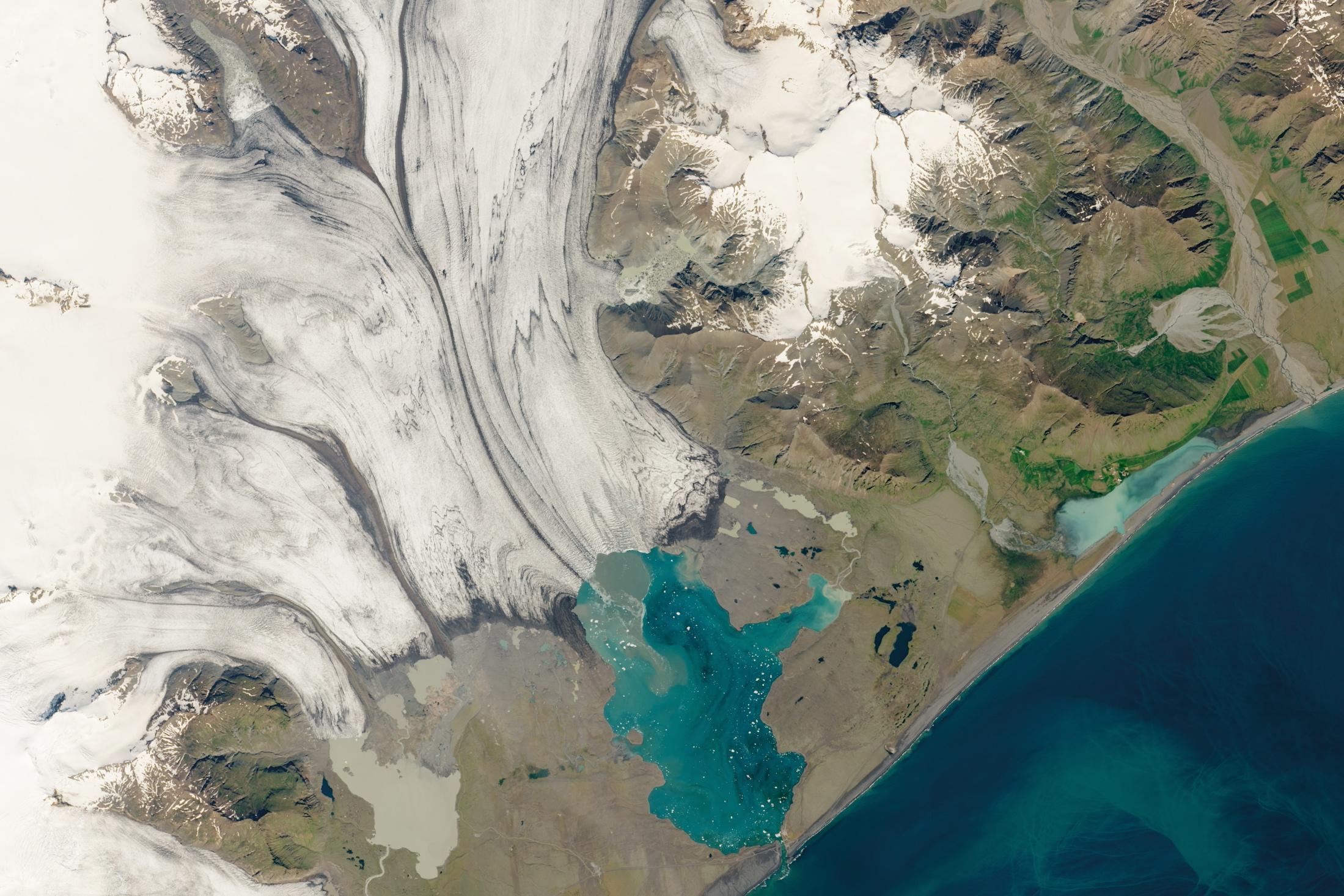 Leidenaar op IJsland: 'de impact van krimpende gletsjers op het eiland is groot'