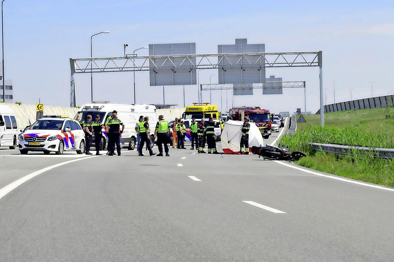 Motorrijder (51) uit Heemskerk overleden na botsing met auto op de A4 bij Badhoevedorp