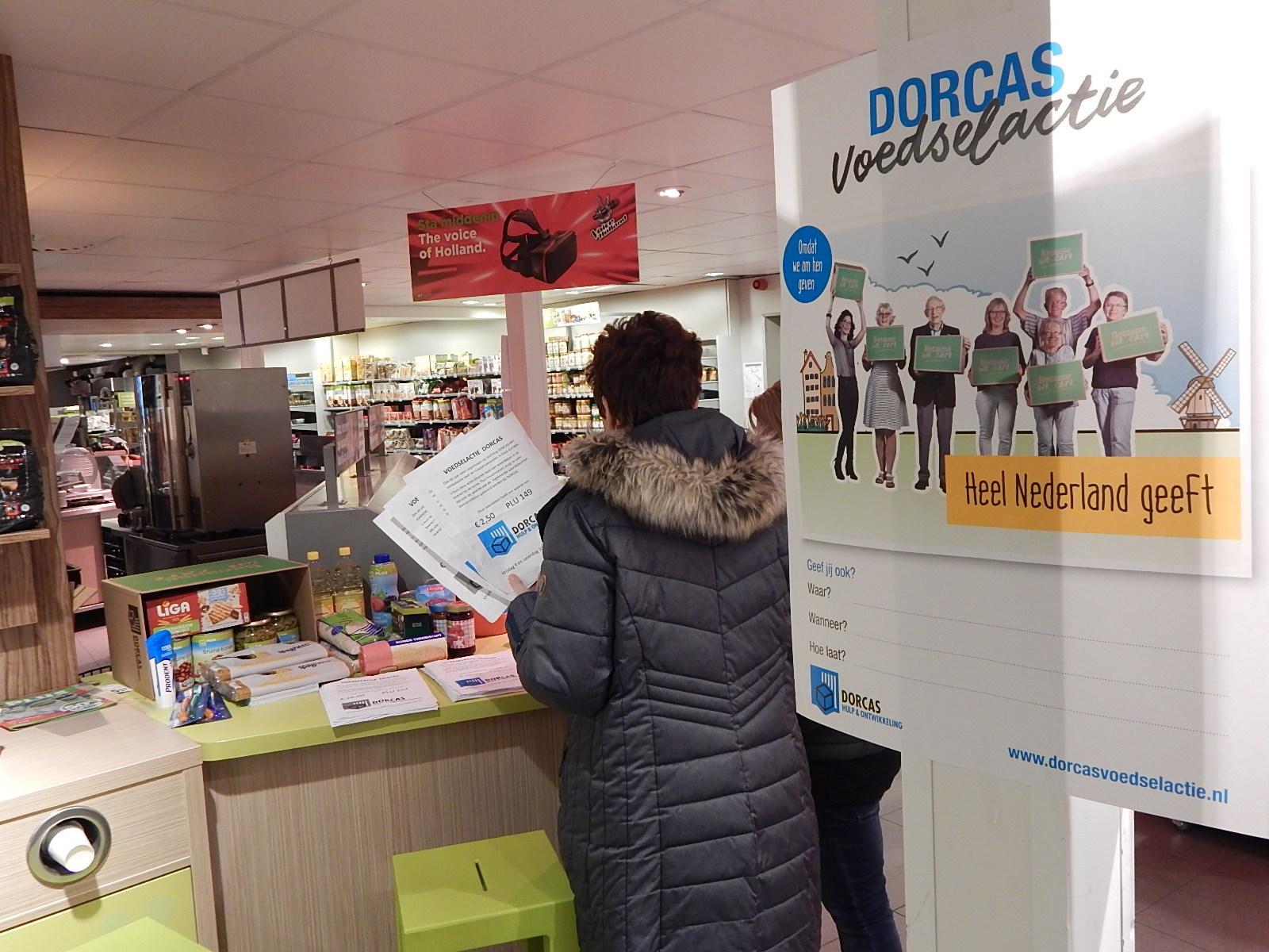 Dorcas gaat geld inzamelen in plaats van pakketten in supermarkt, kerk en school