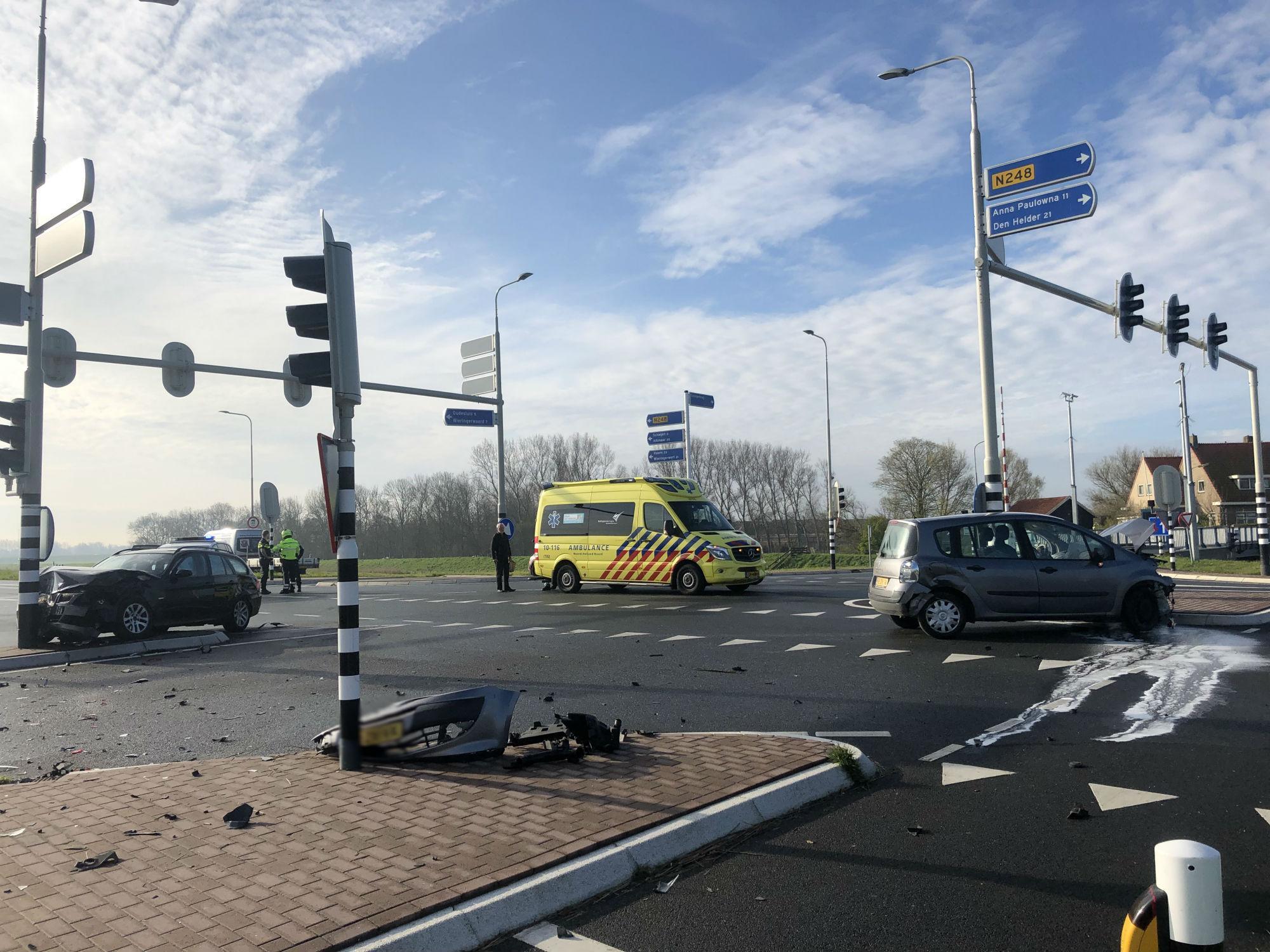 Twee gewonden bij auto-ongeluk op de N248 bij Schagerbrug, weg weer vrij [update]