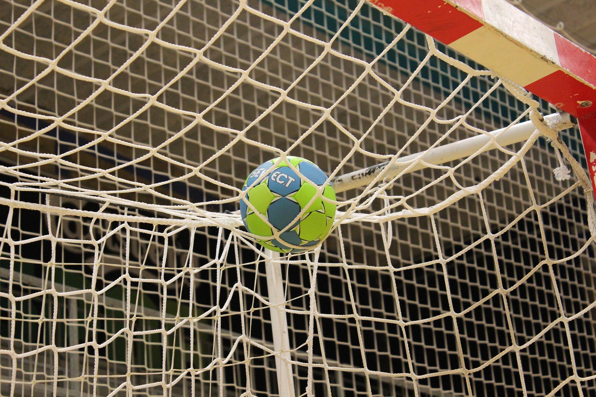 Handbalsters van Foreholte winnen van Foreholte en plaatsen zich voor het bekertoernooi