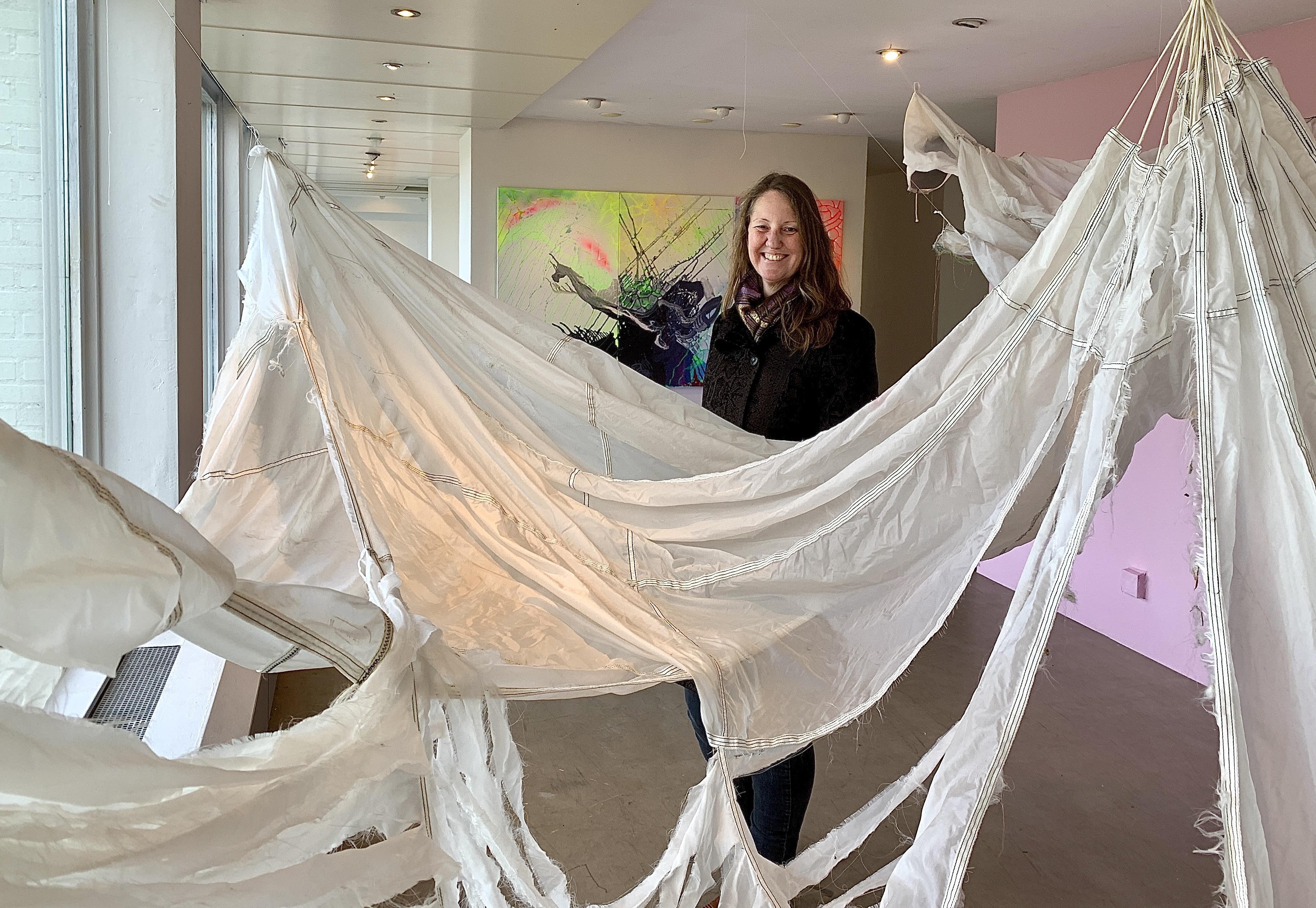 Onderweg: Kunstenares Sonja Doevendans (45) heeft altijd een enorme gedrevenheid gehad om te maken wat er in haar hoofd opkomt. ,,Maken moet. Als ik dat niet kan word ik knettergek.''