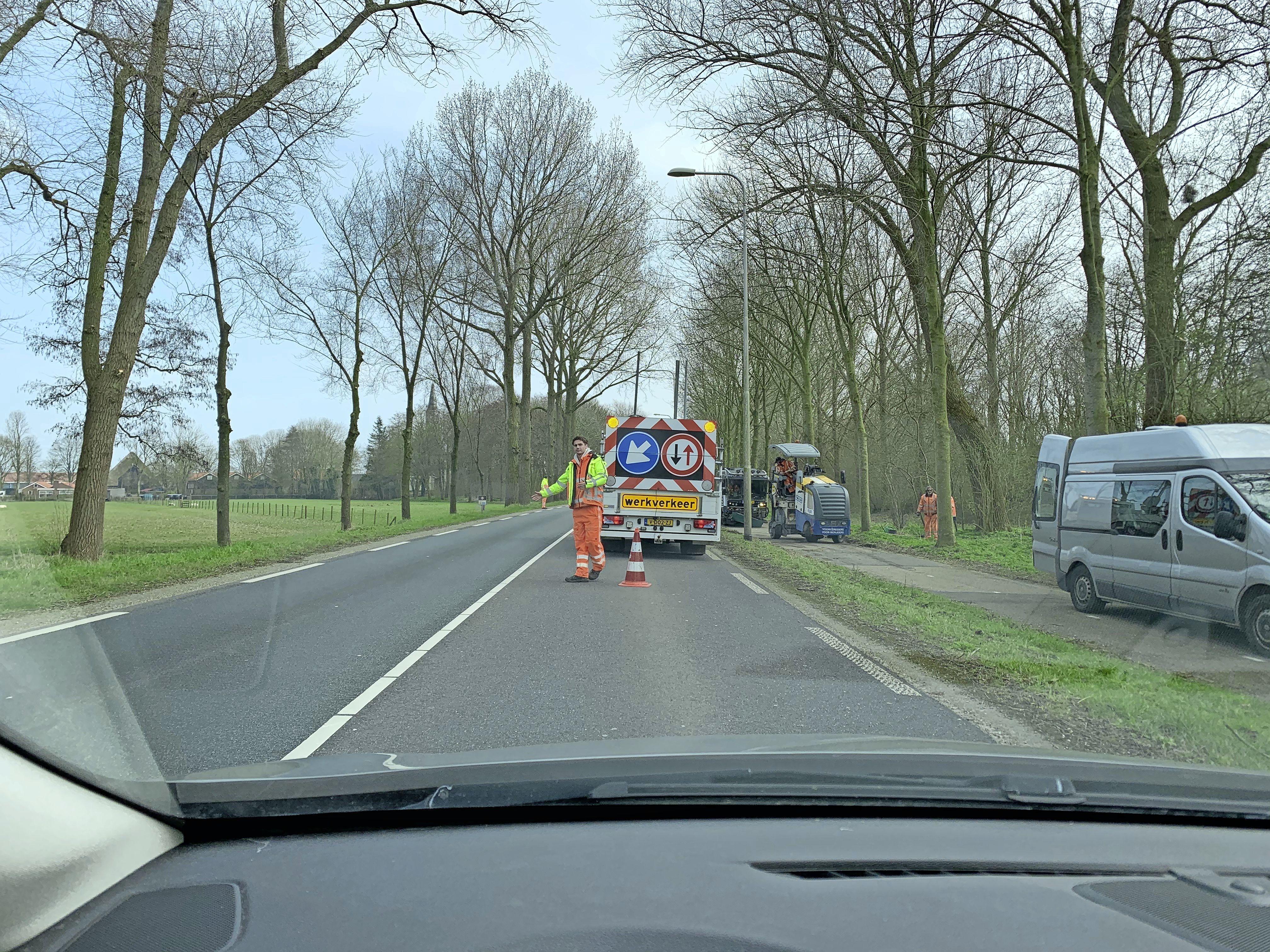 Suizend over de A.C. de Graafweg, met muziekje erbij. Fraai animatiefilmpje provincie toont forensen volledig vernieuwde weg [video]
