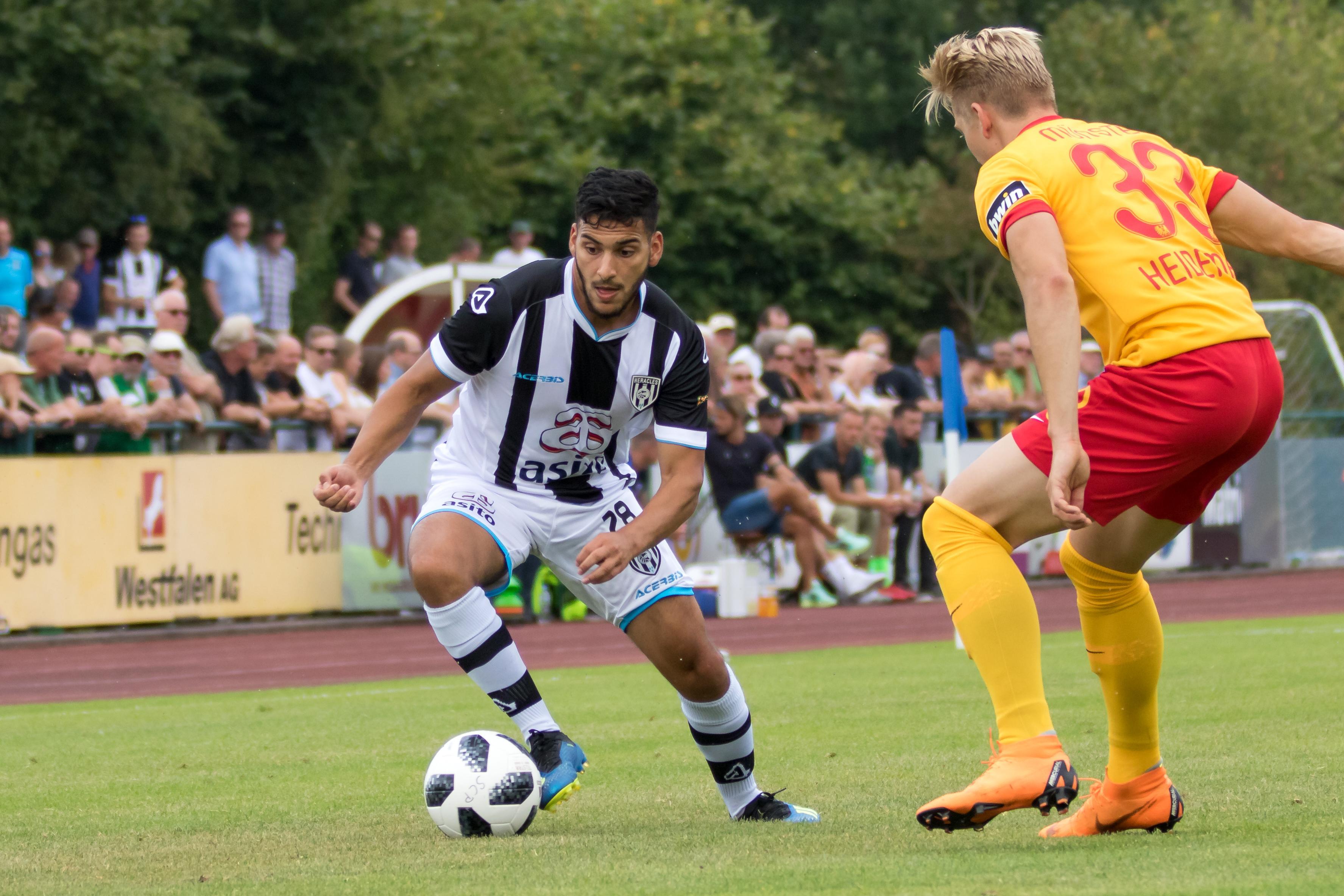 Finse kou maakt plaats voor Bahreinse hitte, Hoofddorpse voetballer Tarik Kada geniet: 'In voetballerij valt niets te plannen' [video]