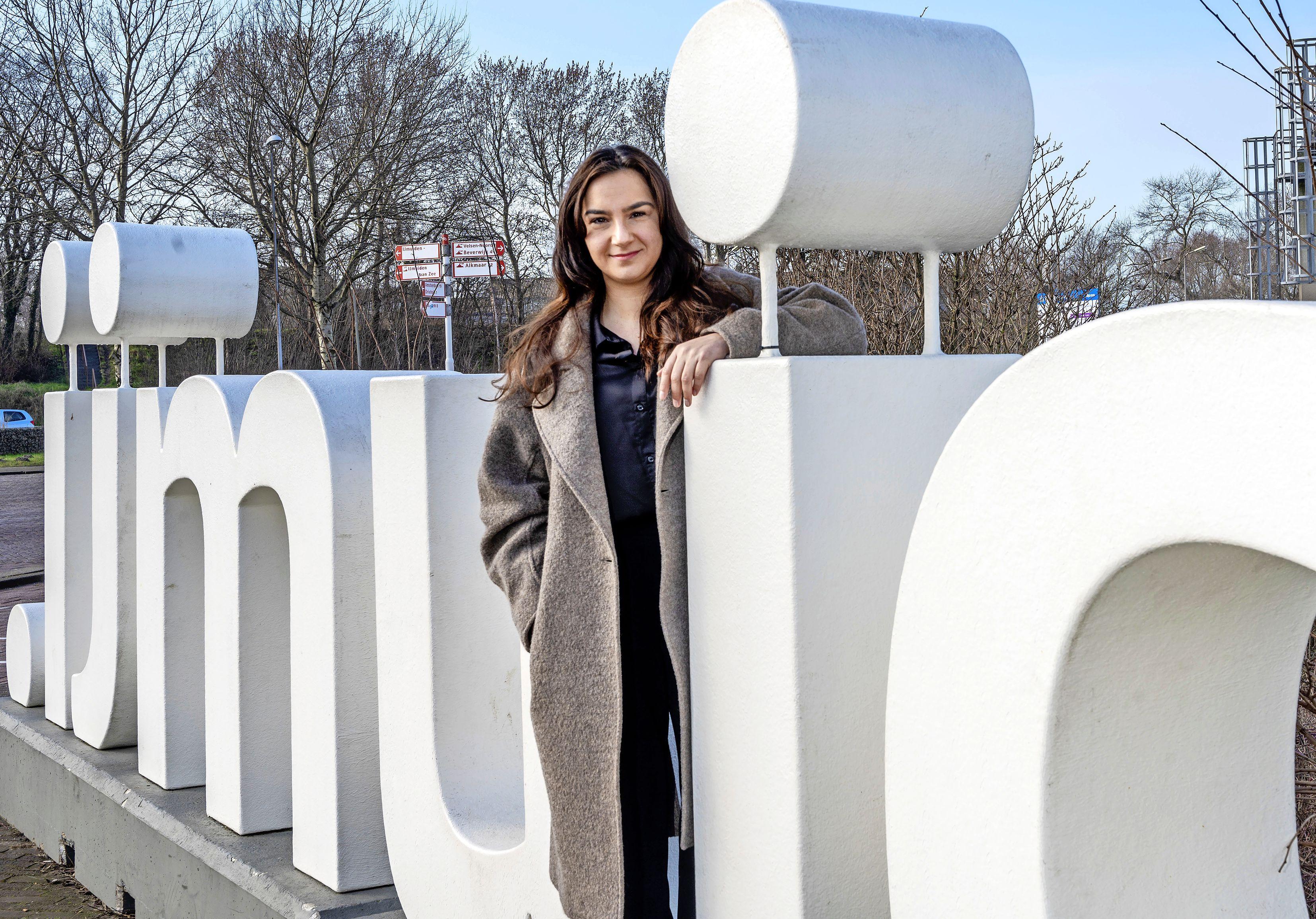 Dolblije Hülya Kat - geboren en getogen in IJmuiden - maakt zich op voor debuut in Tweede Kamer: 'Honderd procent zekerheid heb ik nog niet. Maar het ziet er heel goed uit'