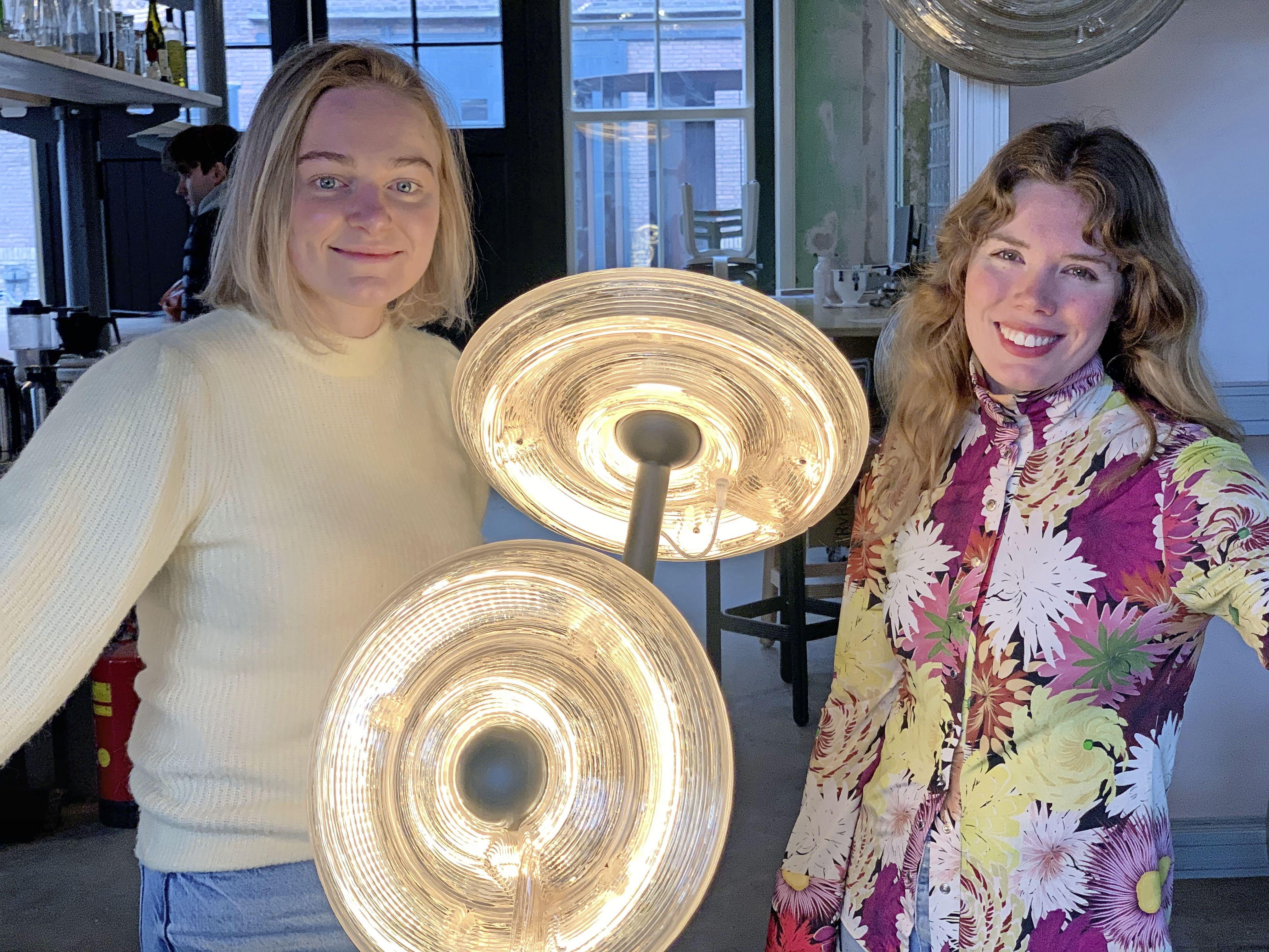 Online Innovatie Expo 2021 in Zaanstad: lampen van geplette cd's en vloeren van cacaodoppen. 'We recyclen alles'
