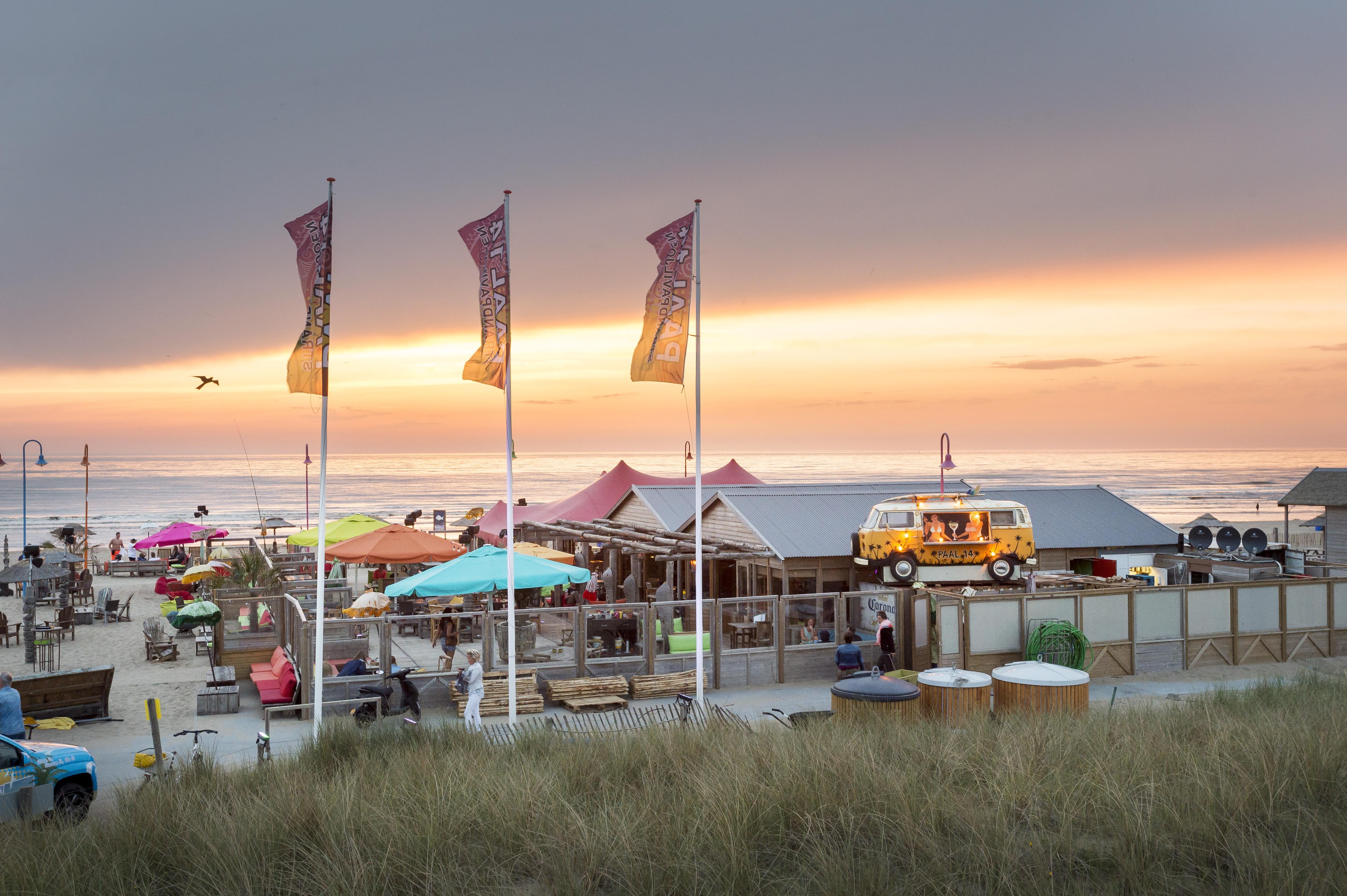 Buitensportschool op Katwijks strand: 'Dit komt in deze tijd goed uit'