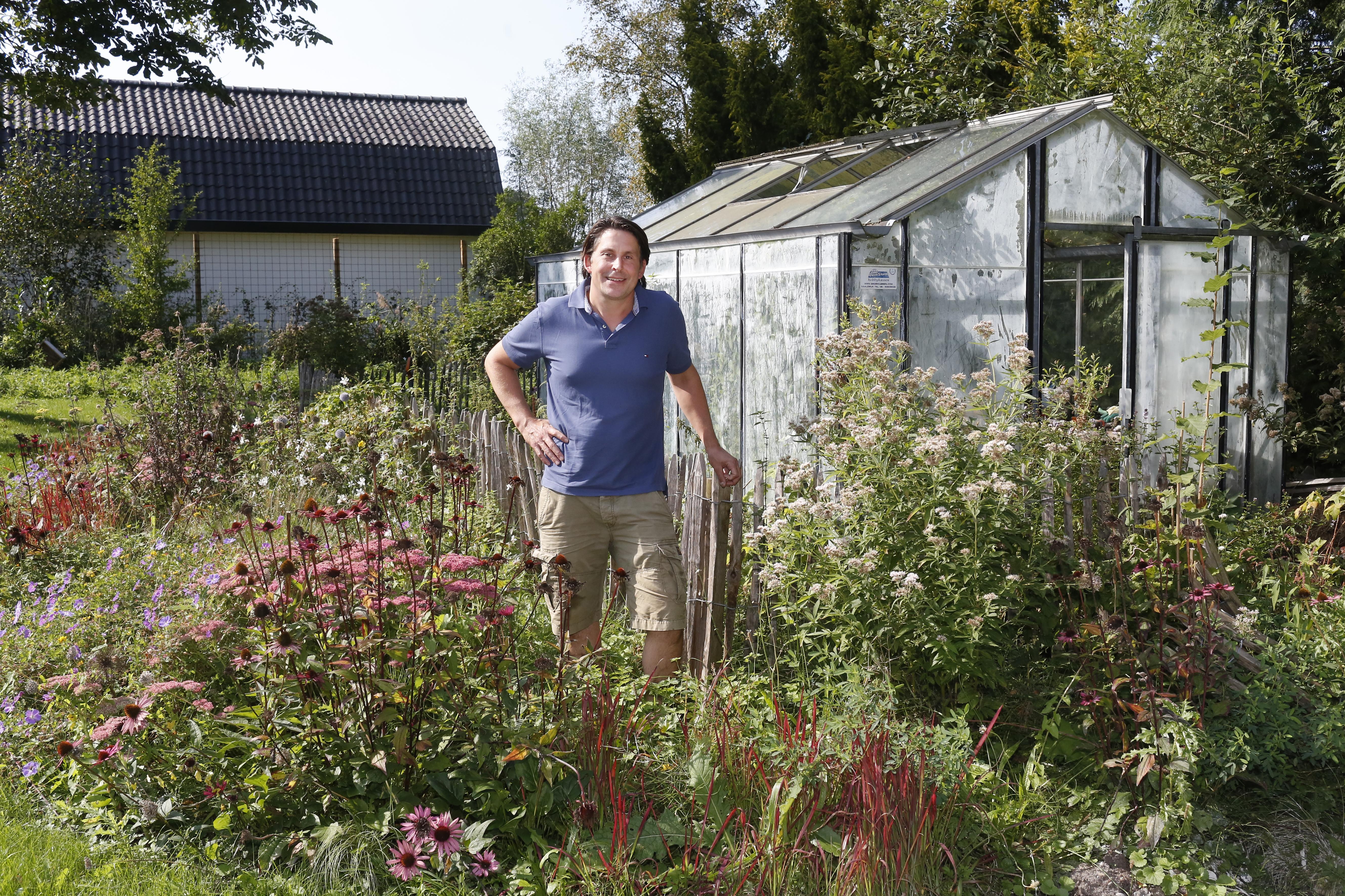 """In zijn boek 'Groen Geluk' is tv-tuinman Lodewijk Hoekstra op een missie: 'We moeten de natuur redden."""""""