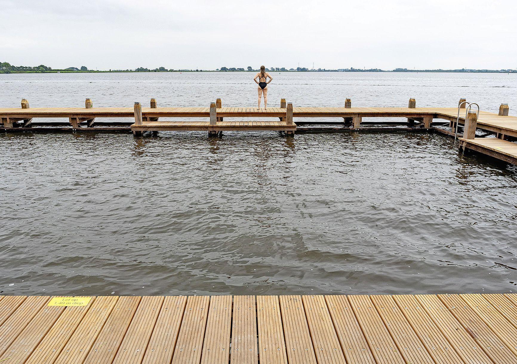 Een apart zwembadje in het Alkmaardermeer. 'Veilig dobberen met kleine kinderen, het kan eindelijk'