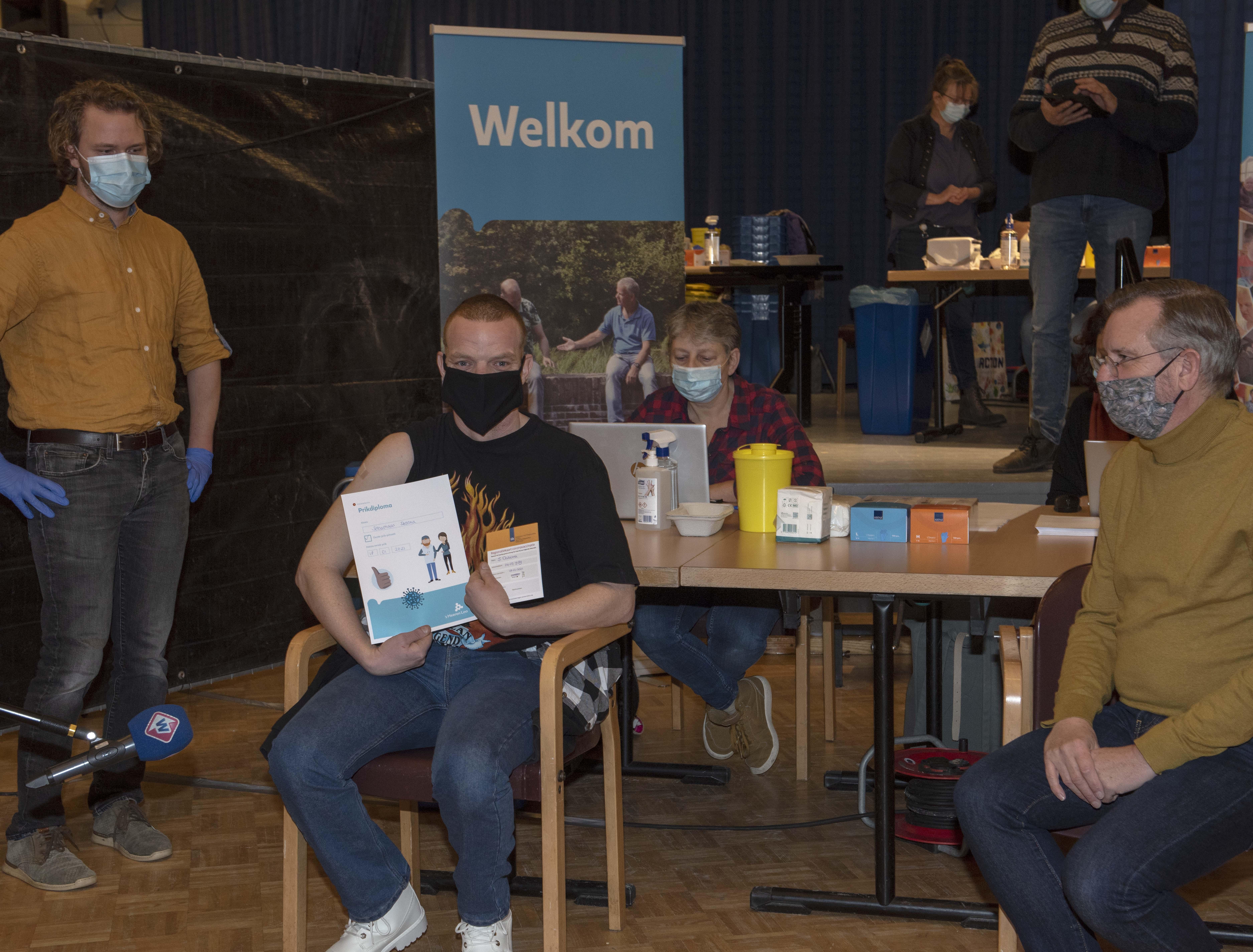 Eerste prik in 's Heeren Loo Noordwijk voor Sebastiaan Datema: 'Als ze maar niet als een dartpijl, die naald in mijn arm schieten'