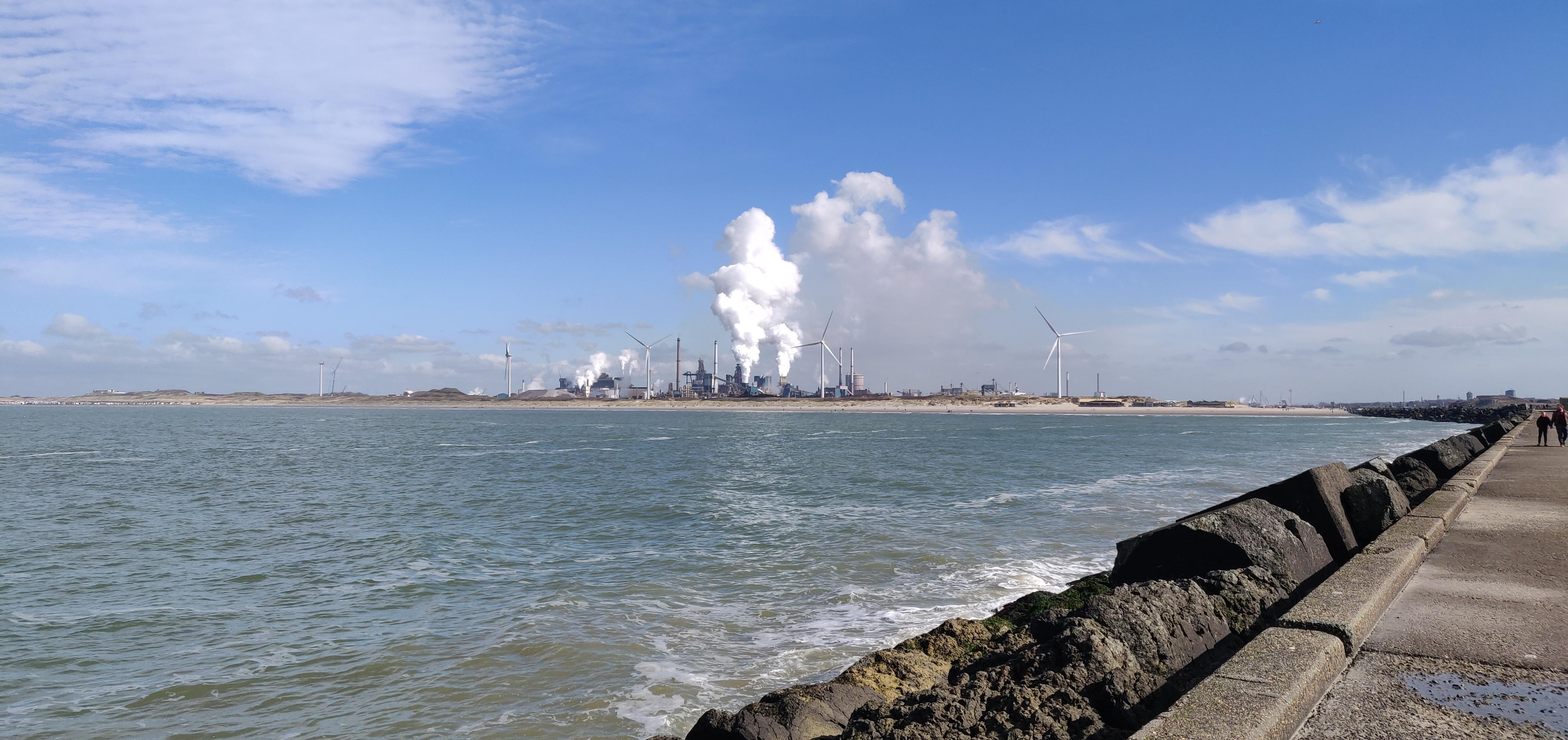 Tata Steel maakt een milieufout, meldt die aan Omgevingsdienst, maar een dwangsom blijft uit