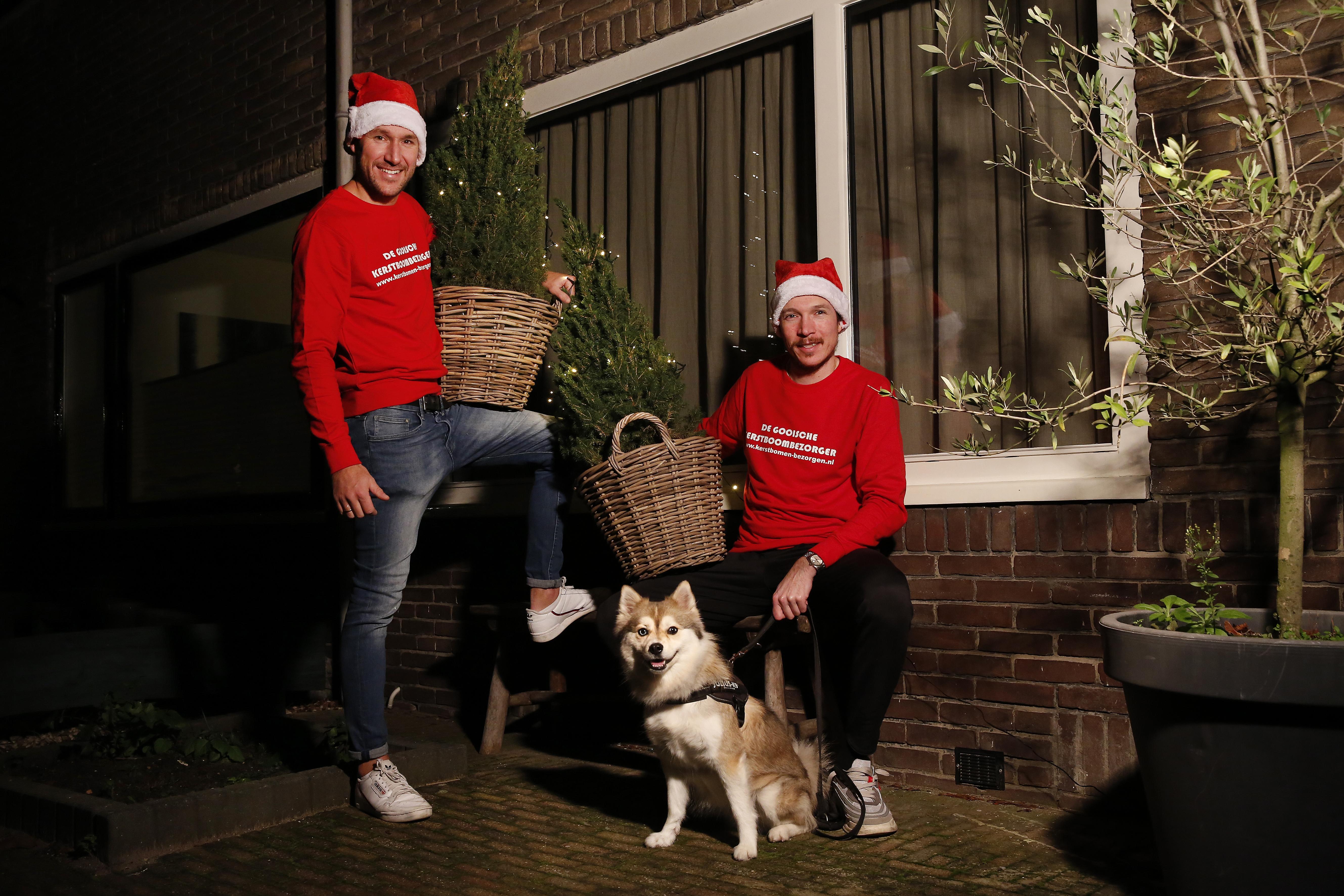 De Gooische Kerstboombezorger rijdt vanaf eind november rond; 'Zo hoeven mensen niet een overvol tuincentrum in'