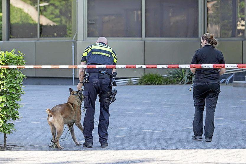 Bij een verkeersconflict in Hilversum werd inderdaad met een vuurwapen gedreigd. Twee mannen uit Zeist aangehouden