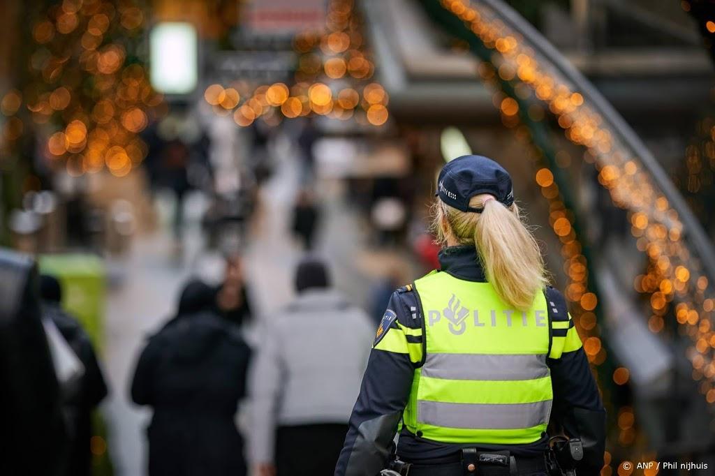 Politie beëindigt illegaal feest Amsterdam, 64 boetes uitgedeeld