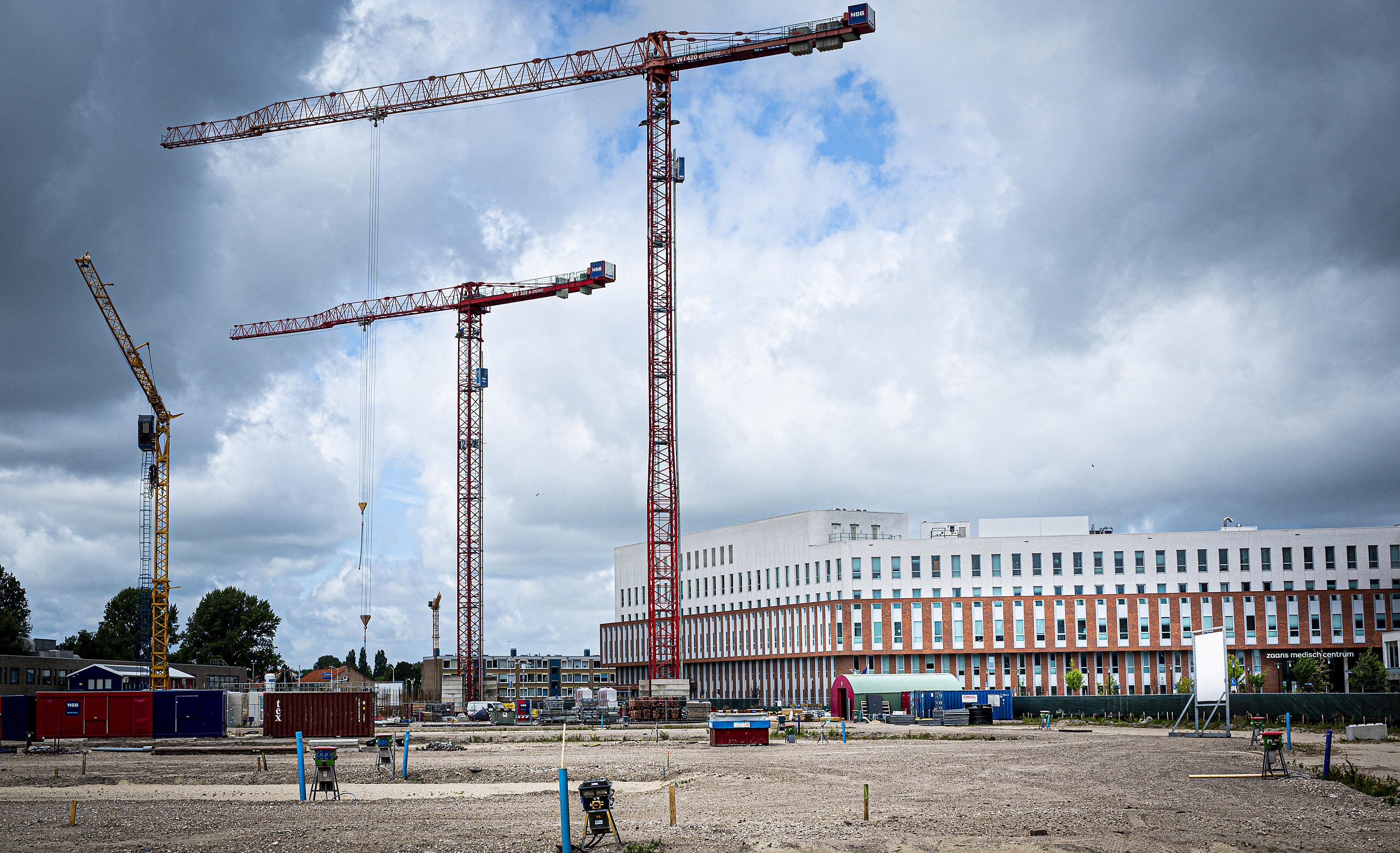 Weer bouwkranen aan de Zaanse hemel; na kredietcrisis en 'stikstof' wordt er eindelijk flink gebouwd