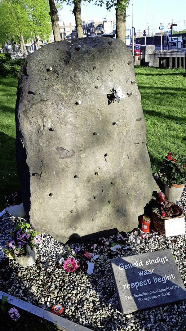 Nog geen aanhoudingen na vernielingen Vlinderrots, monument voor geweldslachtoffers