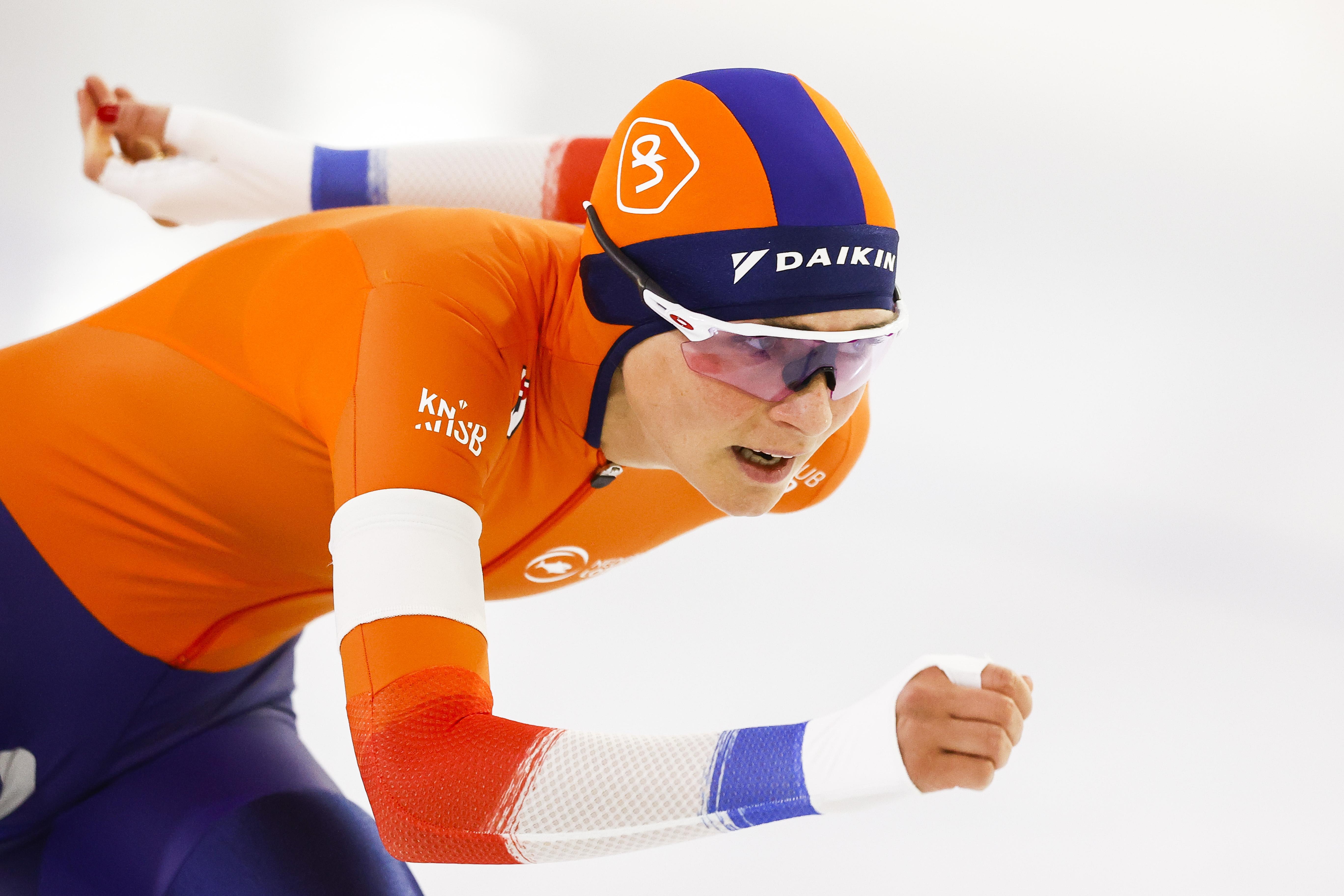 Schaatsster Irene Schouten wint 3000 meter, Antoinette de Jong leidt na eerste dag EK allround
