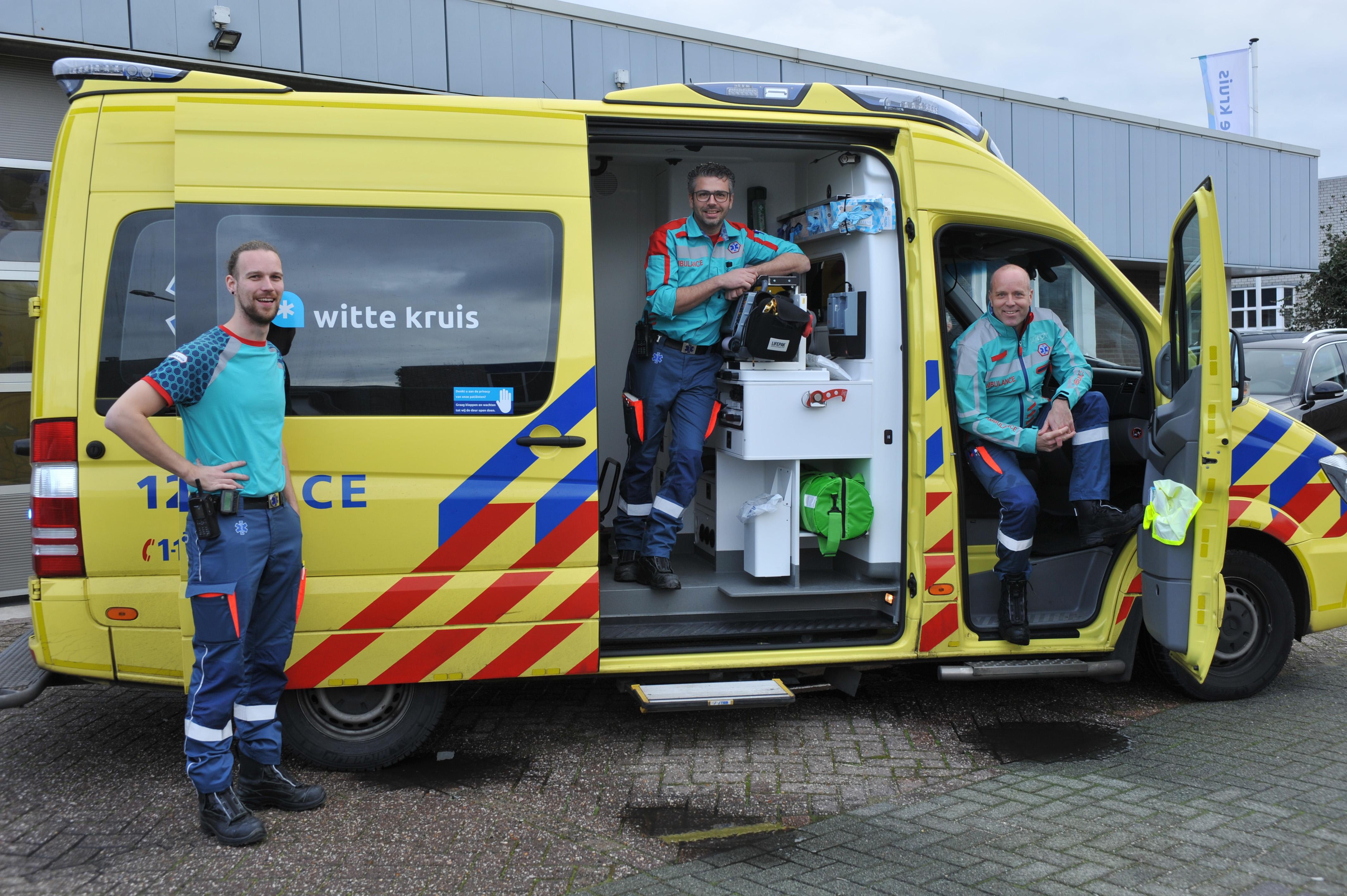 Ambulancepersoneel gestoken in een nieuw uniform, oude leken te veel op andere tenues, zoals van Liander