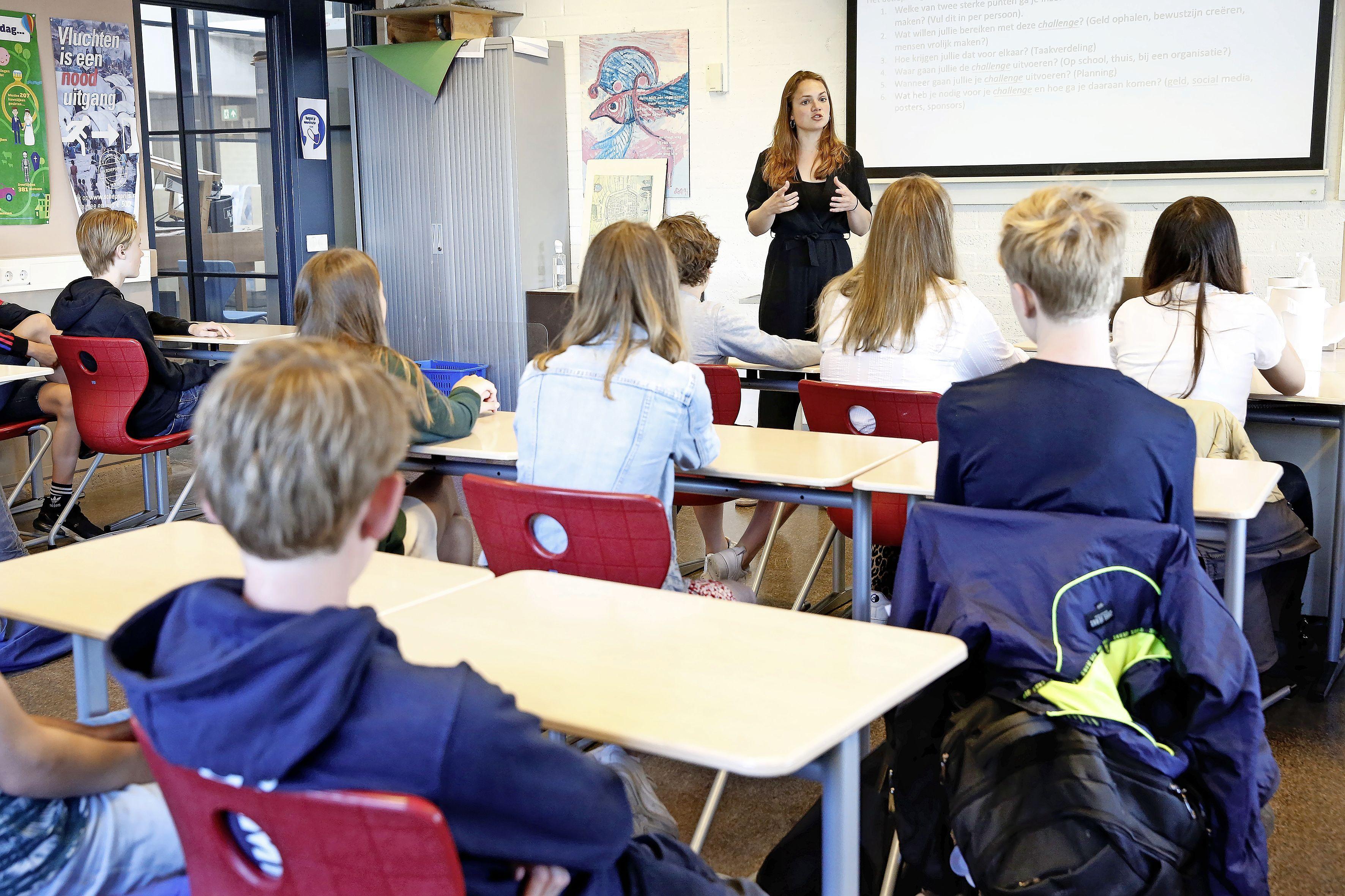 De scholen bruisen weer na heropening met zelftesten. 'We leggen het belang uit van twee keer per week testen, maar we gaan ze niets verplichten'