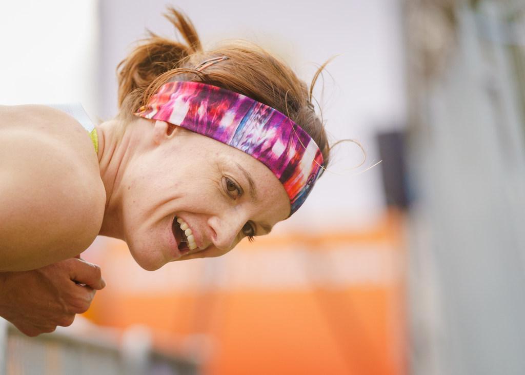 Marathondebuut Jill Holterman smaakt naar meer, al moet de atlete nu even niet aan bewegen denken. Egmondse loopt hele 42,195 km bijna alleen door Valencia