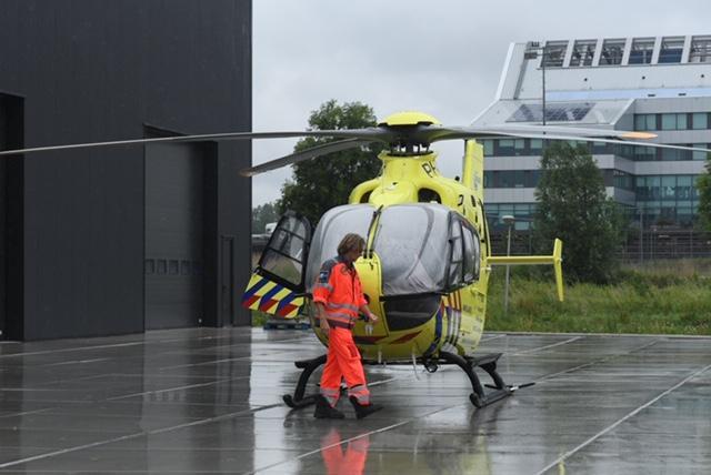 [Update] Man gewond bij bedrijfsongeval in timmerfabriek in Zoeterwoude, traumahelikopter geland