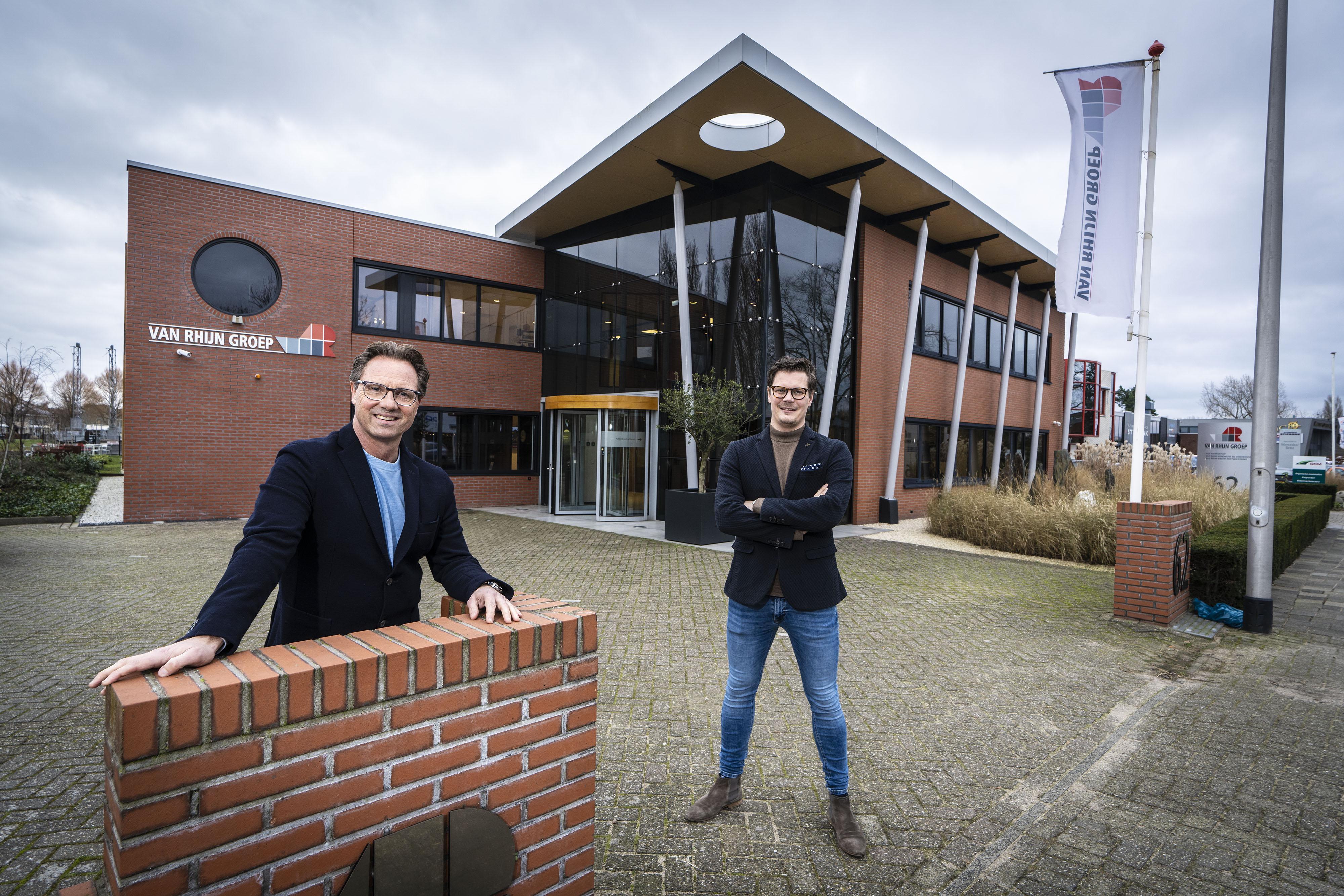Generatiewissel bij jubileum Katwijks familiebedrijf Van Rhijn Bouw: 'We gooien niet meer dan honderd jaar ervaring weg'