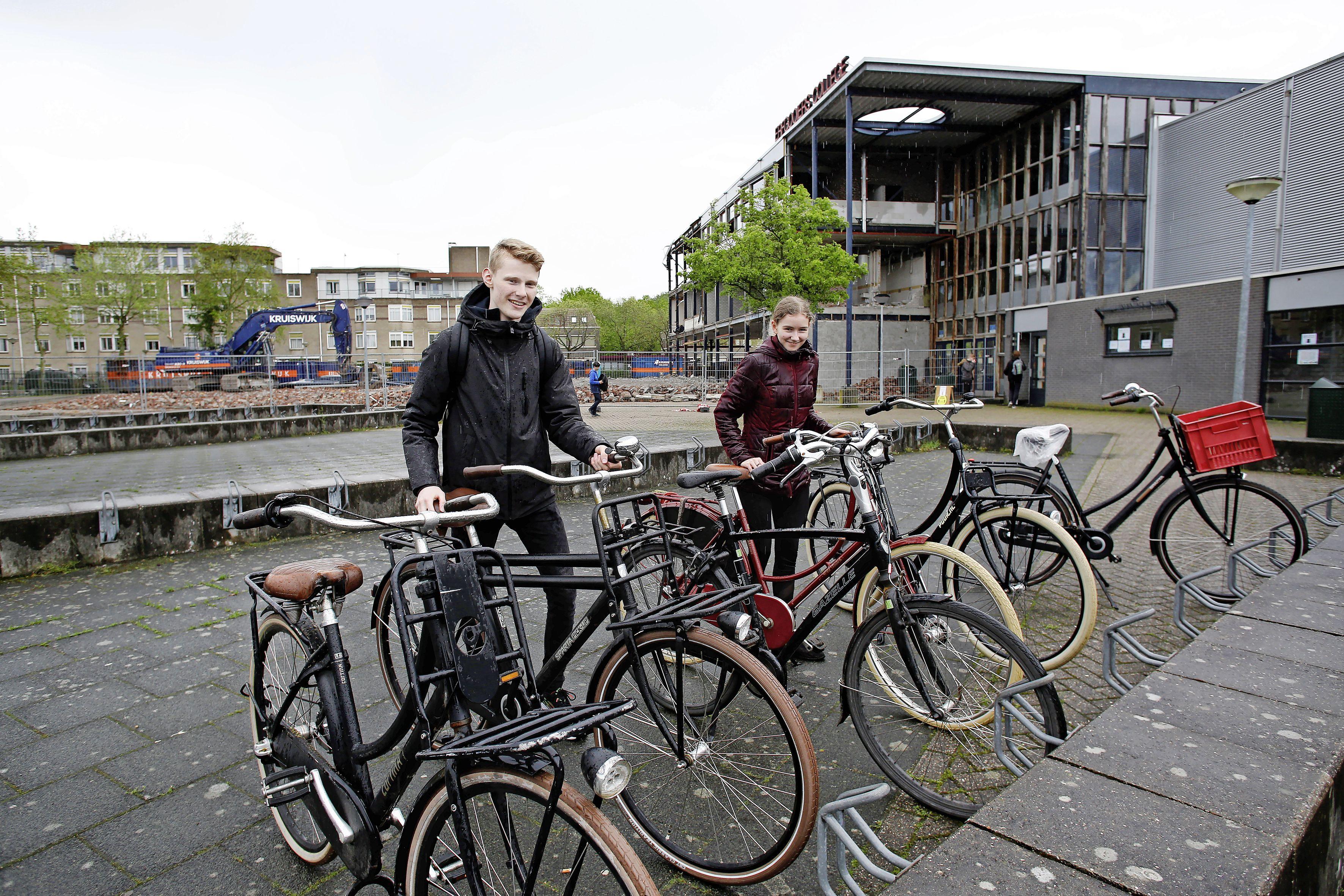 Geen sloopwerkzaamheden tijdens de examens op het Erfgooiers College in Huizen; rector Gerlof Boersma heeft alle vertrouwen in zijn leerlingen: 'Natuurlijk is het spannend, maar ze zijn goed voorbereid'