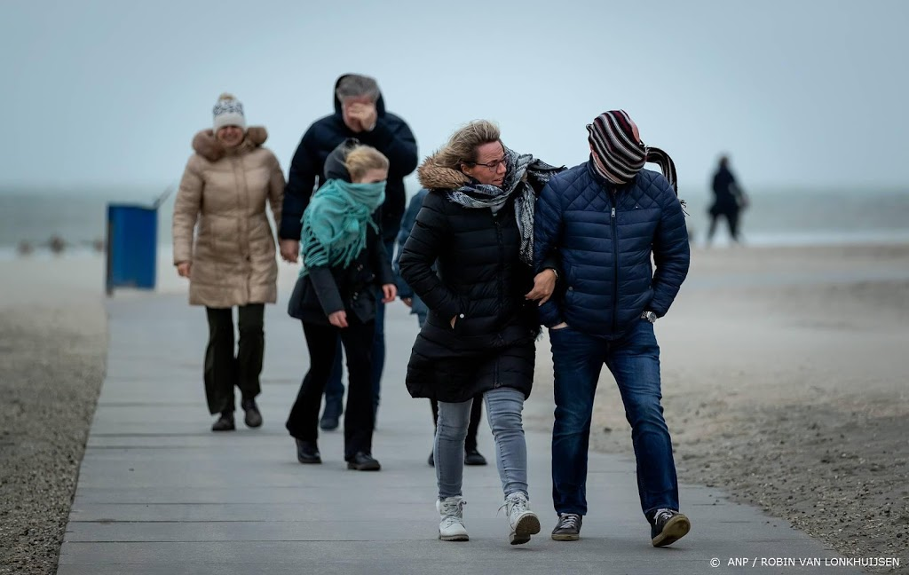 Politie: kom niet meer naar strand bij Hoek van Holland
