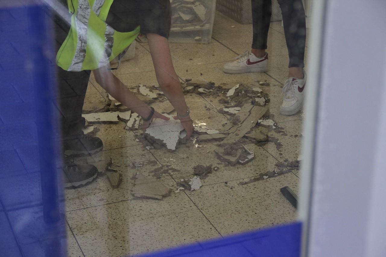 Deel van plafond van Action in Schagen ingestort door hevige regenval
