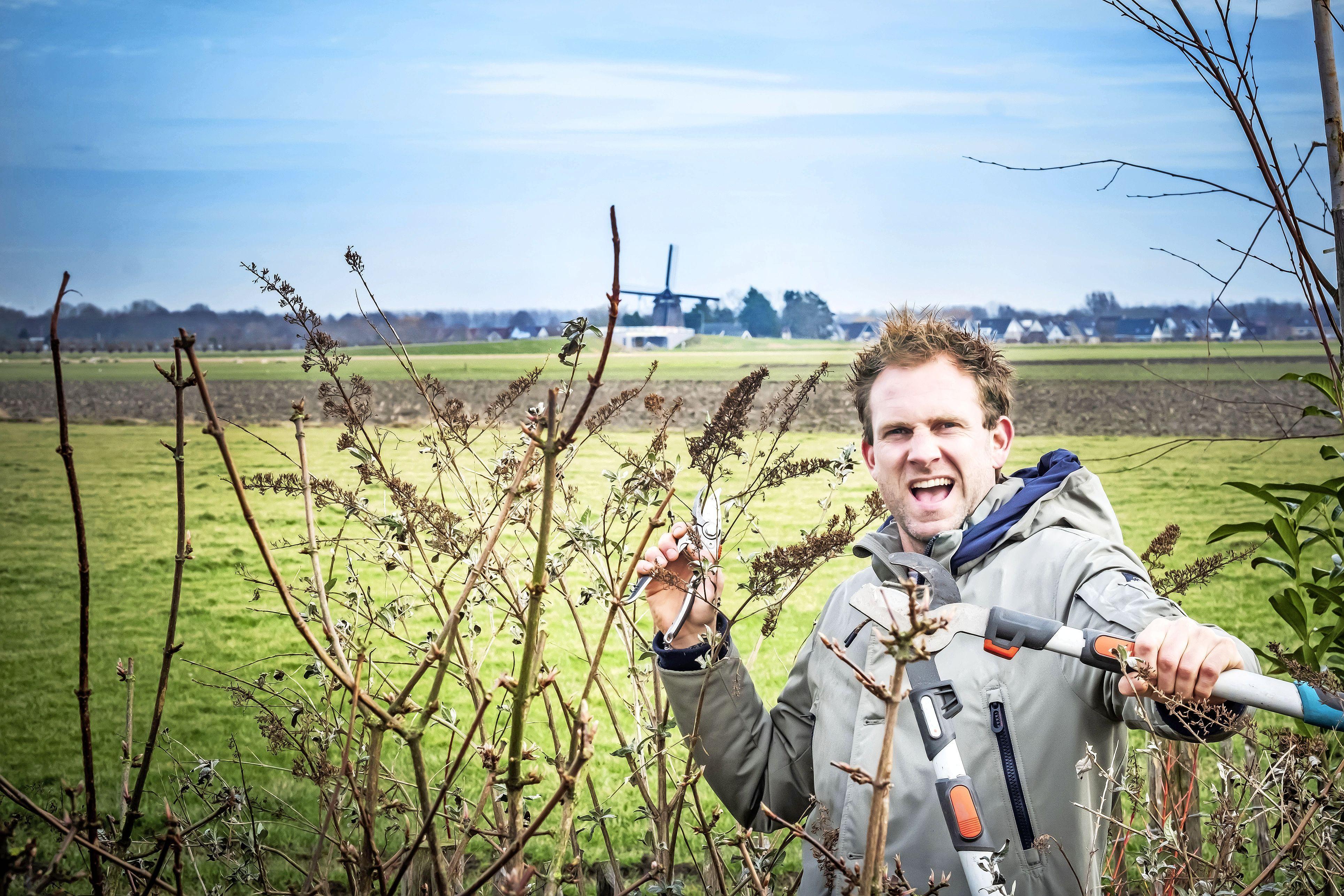 Boer Tom snoeit voor bloei | column