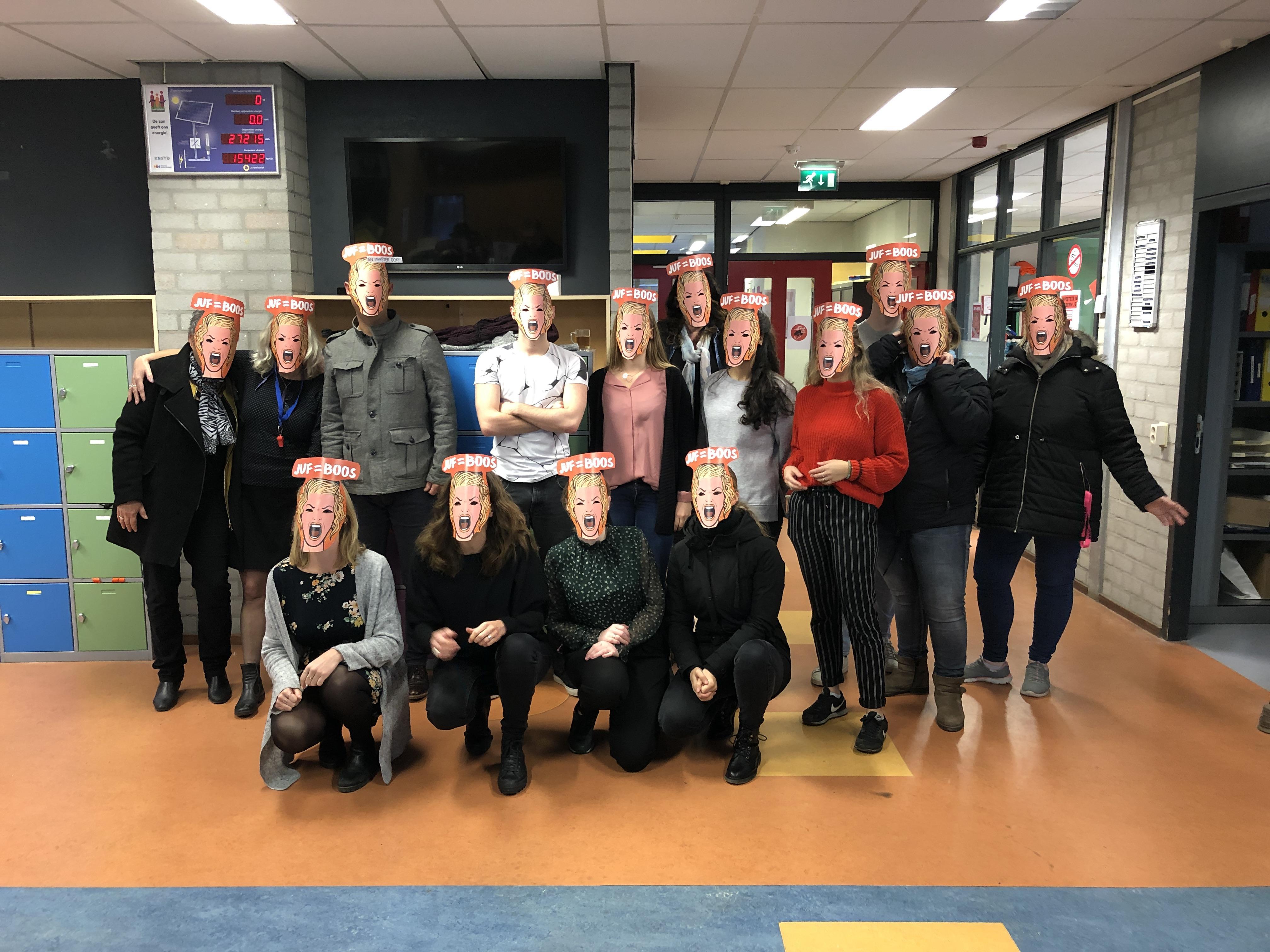 Lawaaiprotest op basisschool het Eiland in Zaandam is start actieweek onderwijs [video]