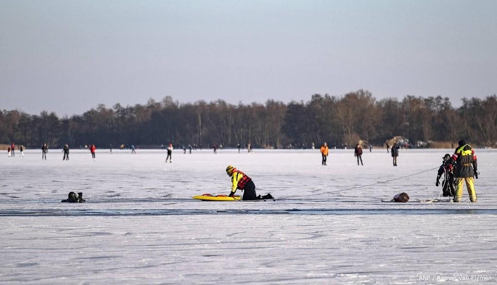 Op veel plaatsen mensen door het ijs gezakt