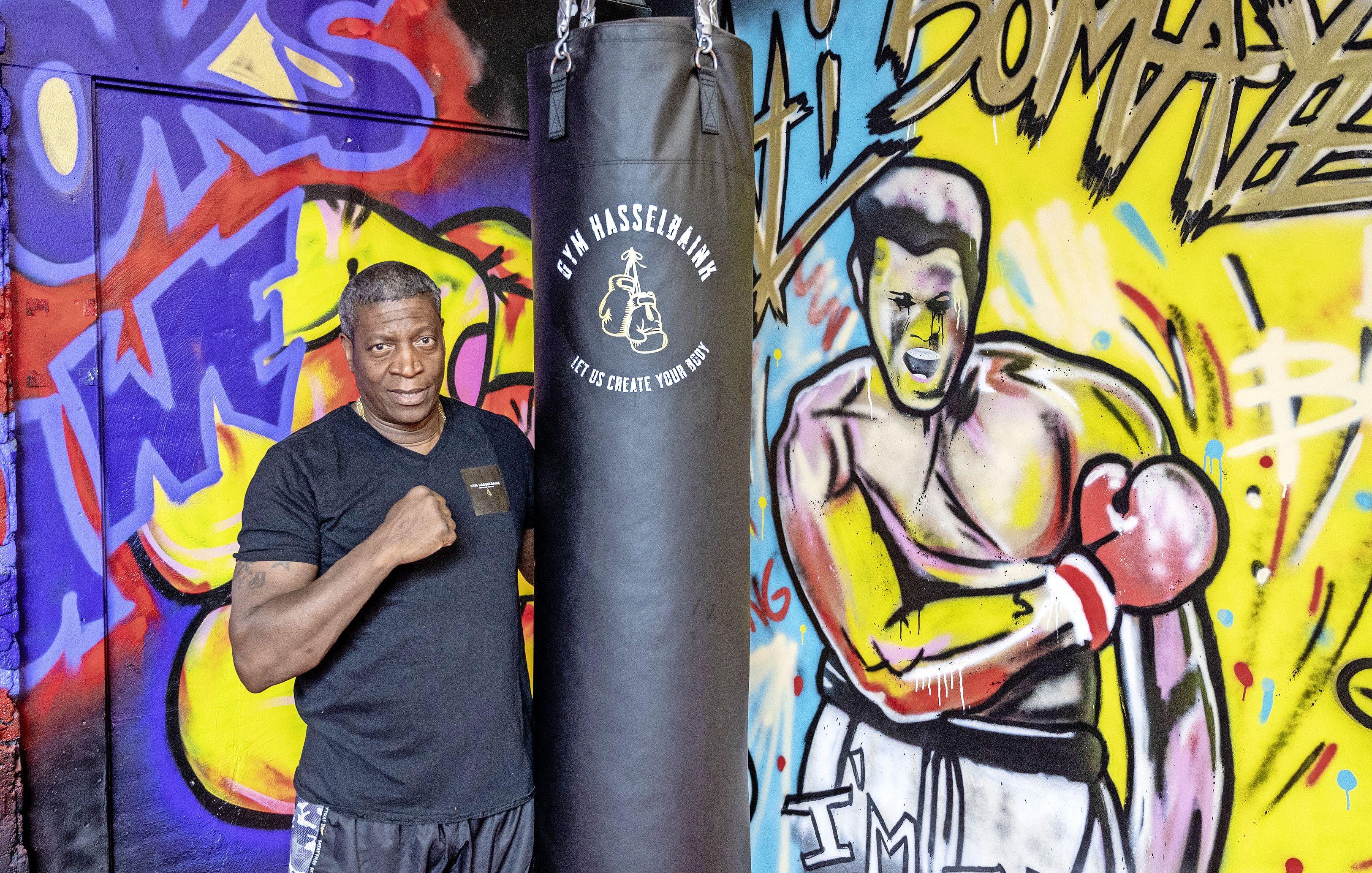 Floyd Hasselbaink richt zich met zijn sportschool op jeugd die vast dreigt te lopen. 'Lucht in hun hoofd creëren'