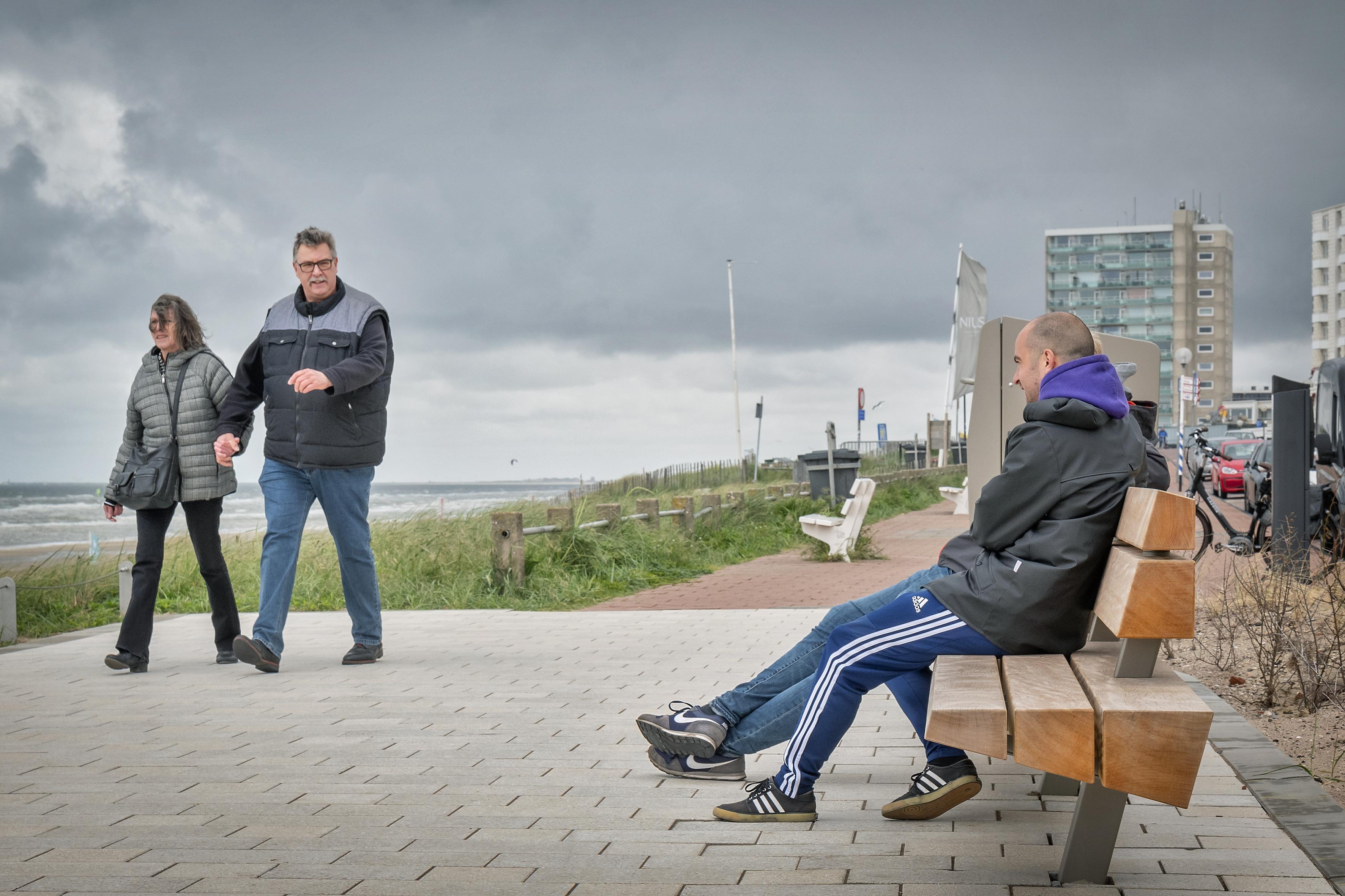 Waar moet Zandvoort de nieuwe banken plaatsen? De strandgasten mogen het zeggen