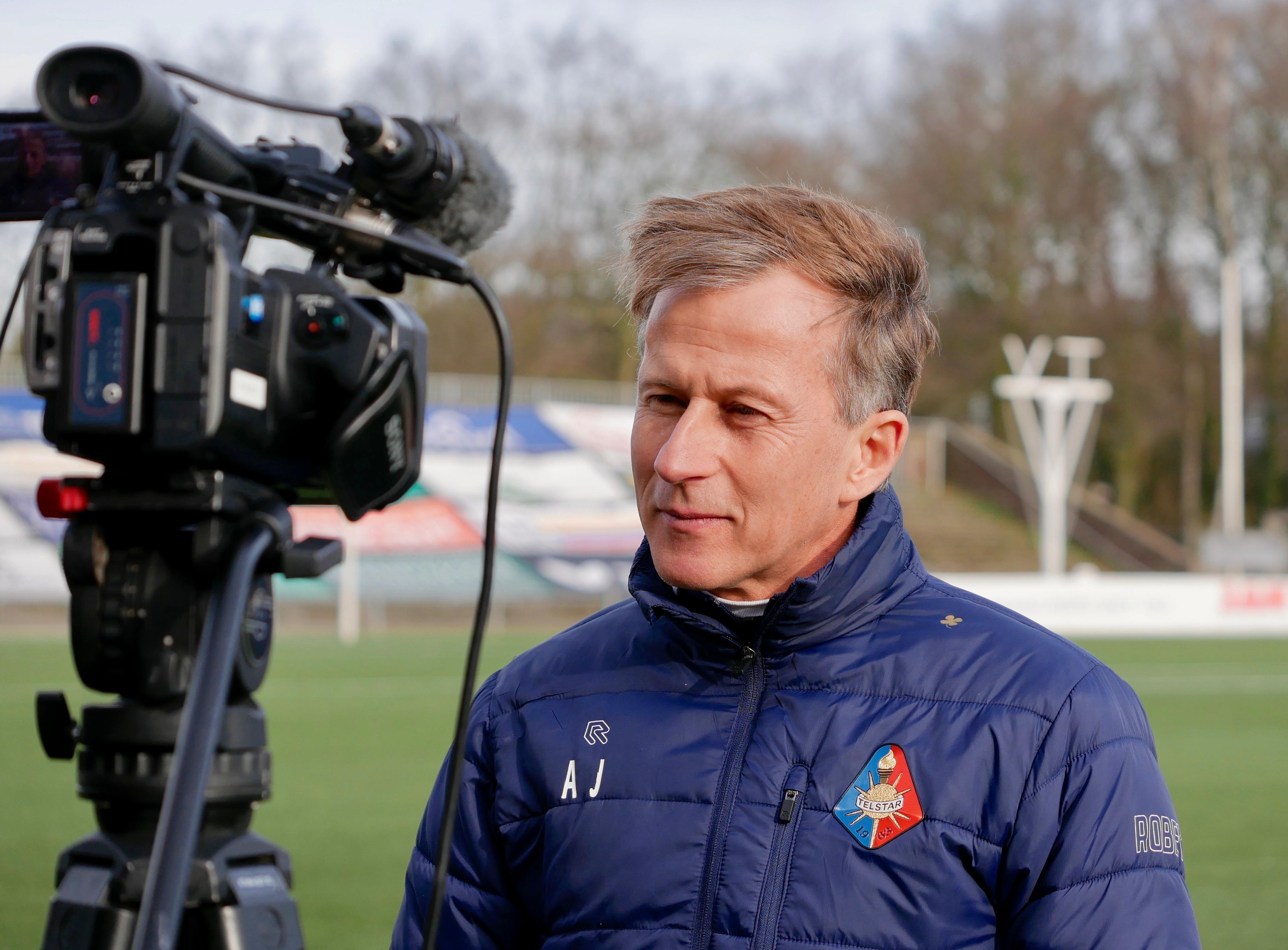 Voetbaltrainer Andries Jonker (Telstar) past lessen uit 2000 toe, toen hij bij FC Volendam uitbraak tuberculose meemaakte