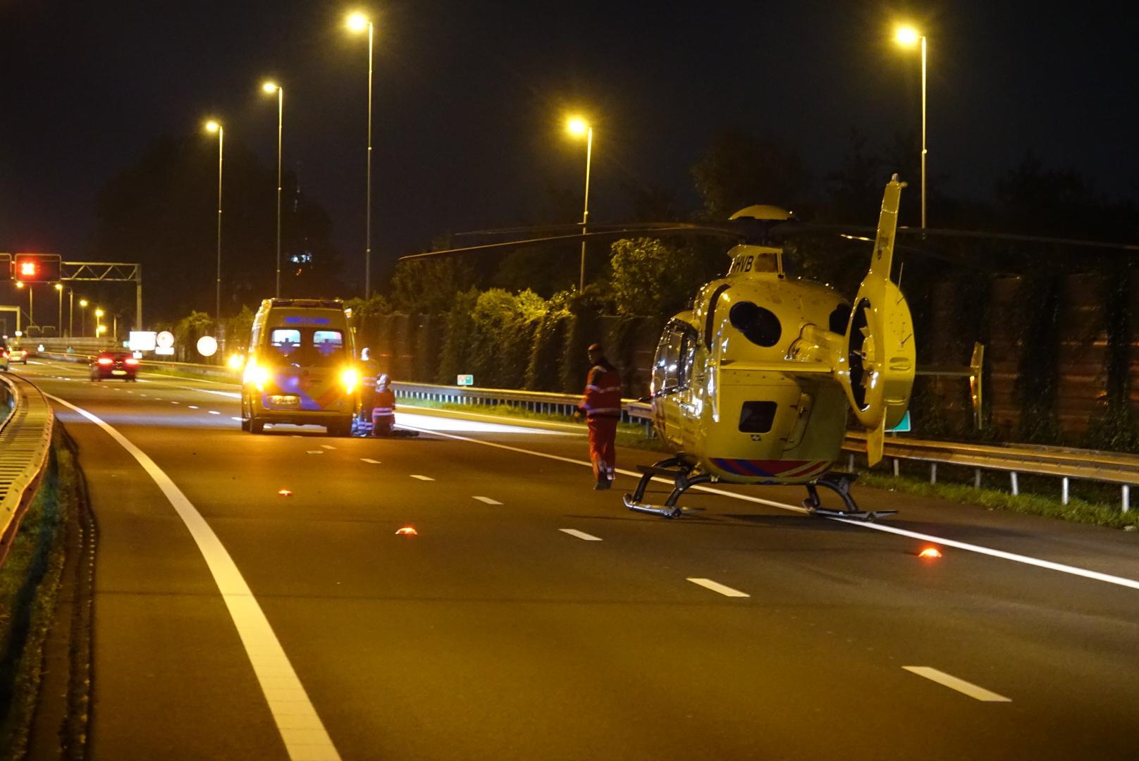 Vrachtwagenchauffeur aangereden op de A8 bij Koog aan de Zaan, automobilist rijdt door [update]