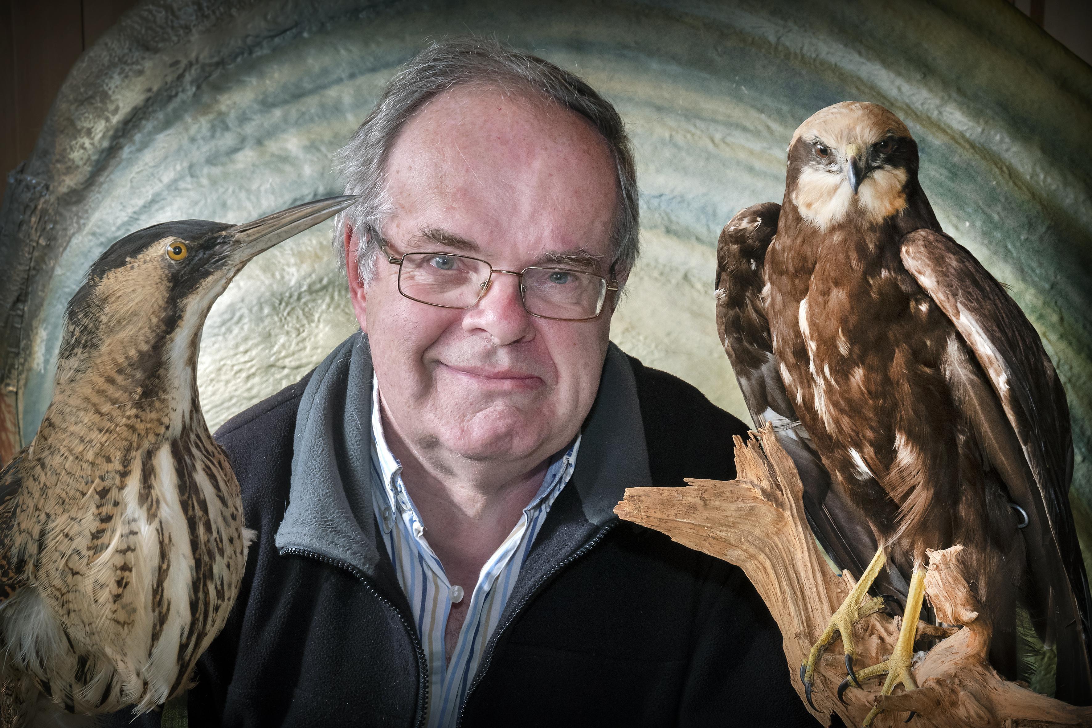Specialist in het oplappen van besmeurde zeevogels; bioloog Wim Bosch, 68, stond aan de basis van de opvang olieslachtoffers