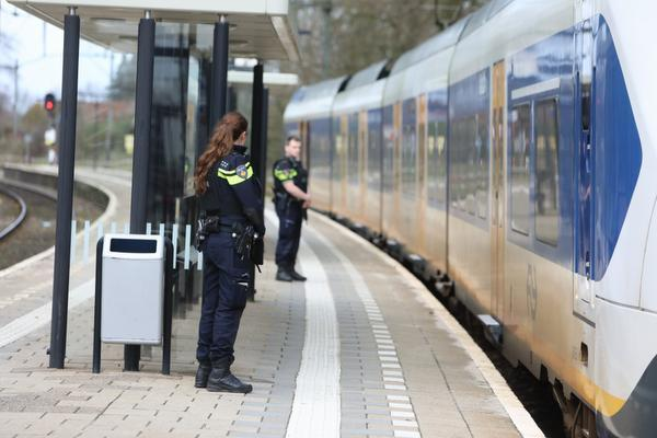 Extra beveiliging op Schiphol, Mediapark, Binnenhof, politie op NS-stations extra alert