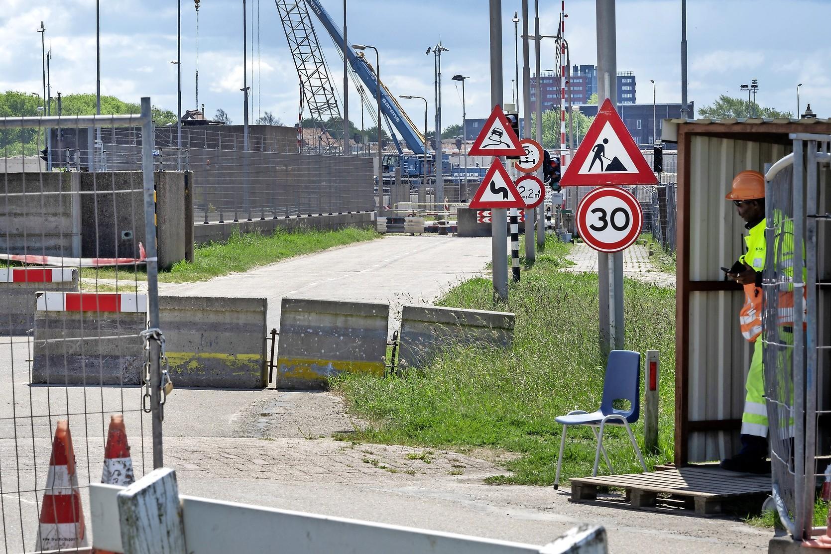 'Sluisroute IJmuiden kan niet eerder open om drukke pont te ontlasten'