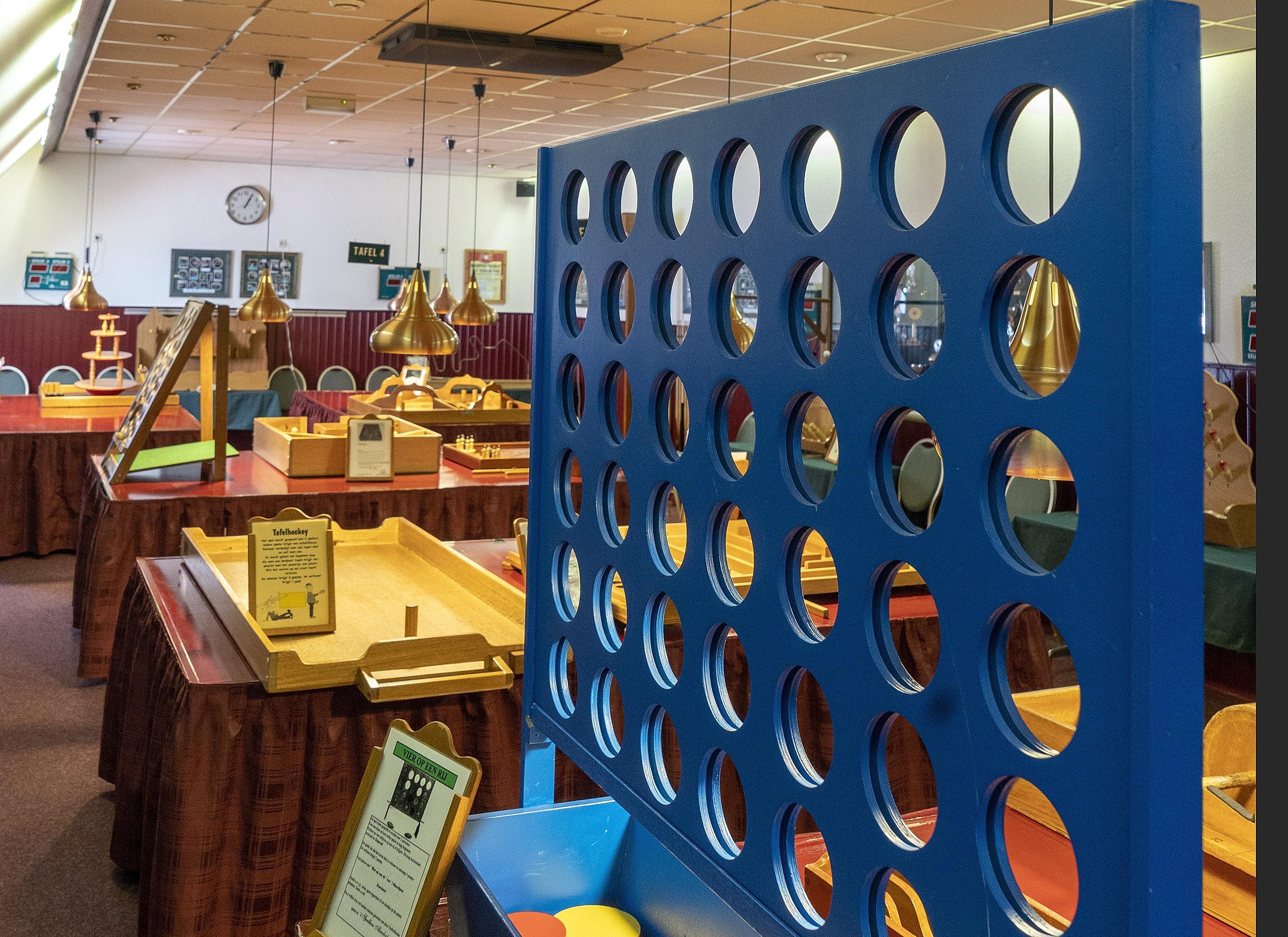 Café-restaurant De Vriendschap in Akersloot veilt complete inboedel: 668 kavels onder de digitale hamer. Zelfs de stamtafel wordt verkocht