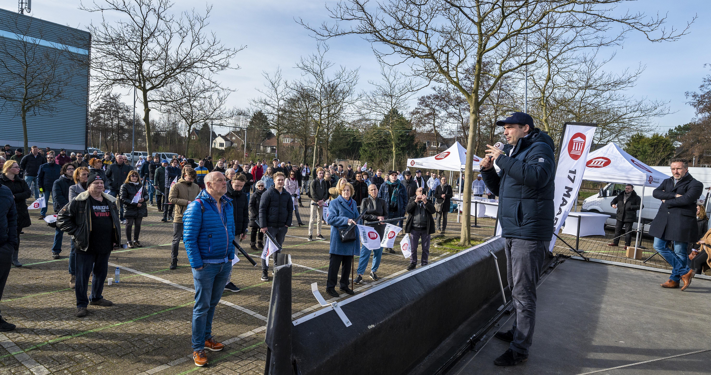 Taaie Thierry even 'thuis', Forum voor Democratie op verkiezingstour in Haarlem