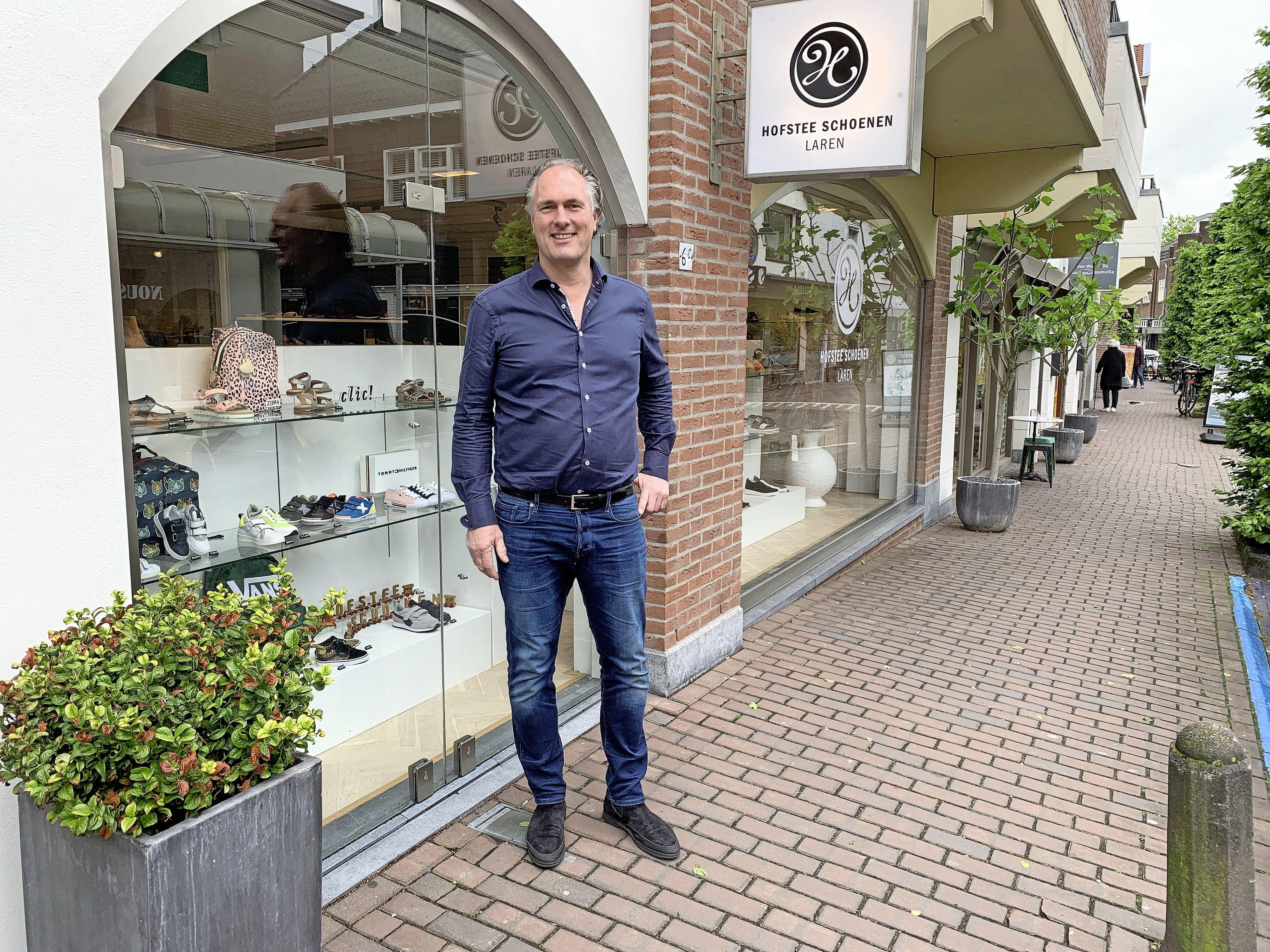 Hofstee Schoenen is niet weg uit Laren, maar zit in nieuw pand, honderdvijftig meter verderop